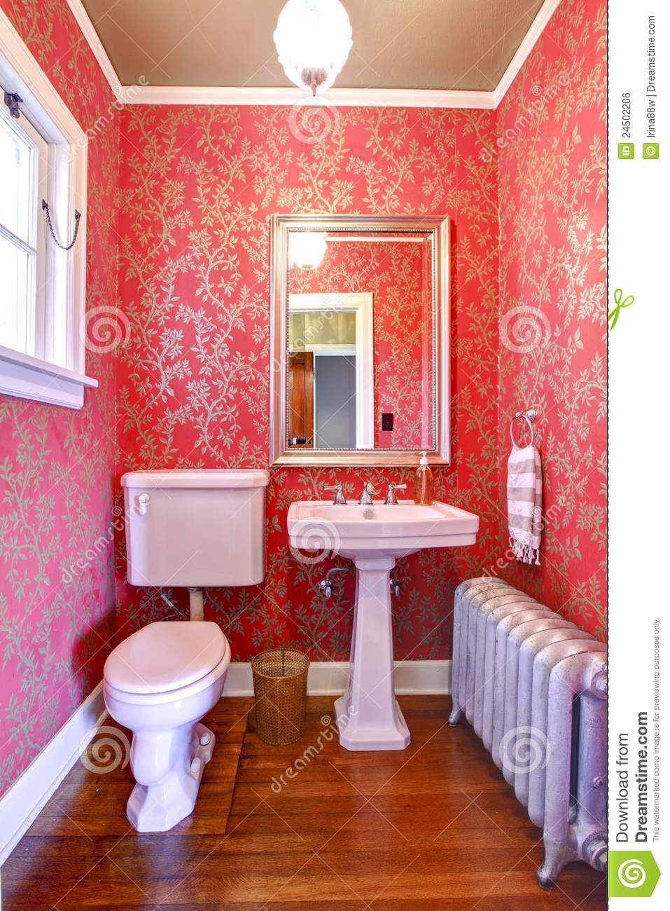 Baño De Lujo Pequeno:Red and Gold Small Bathroom Design