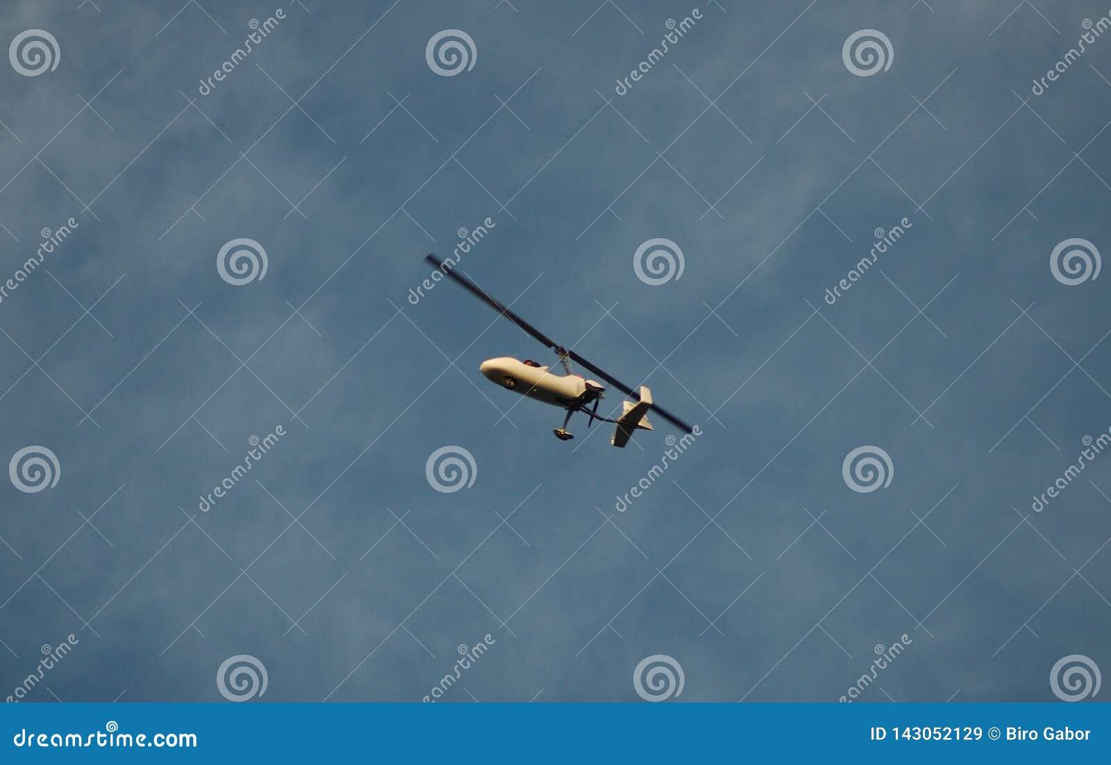 Pequeño helicóptero de una persona