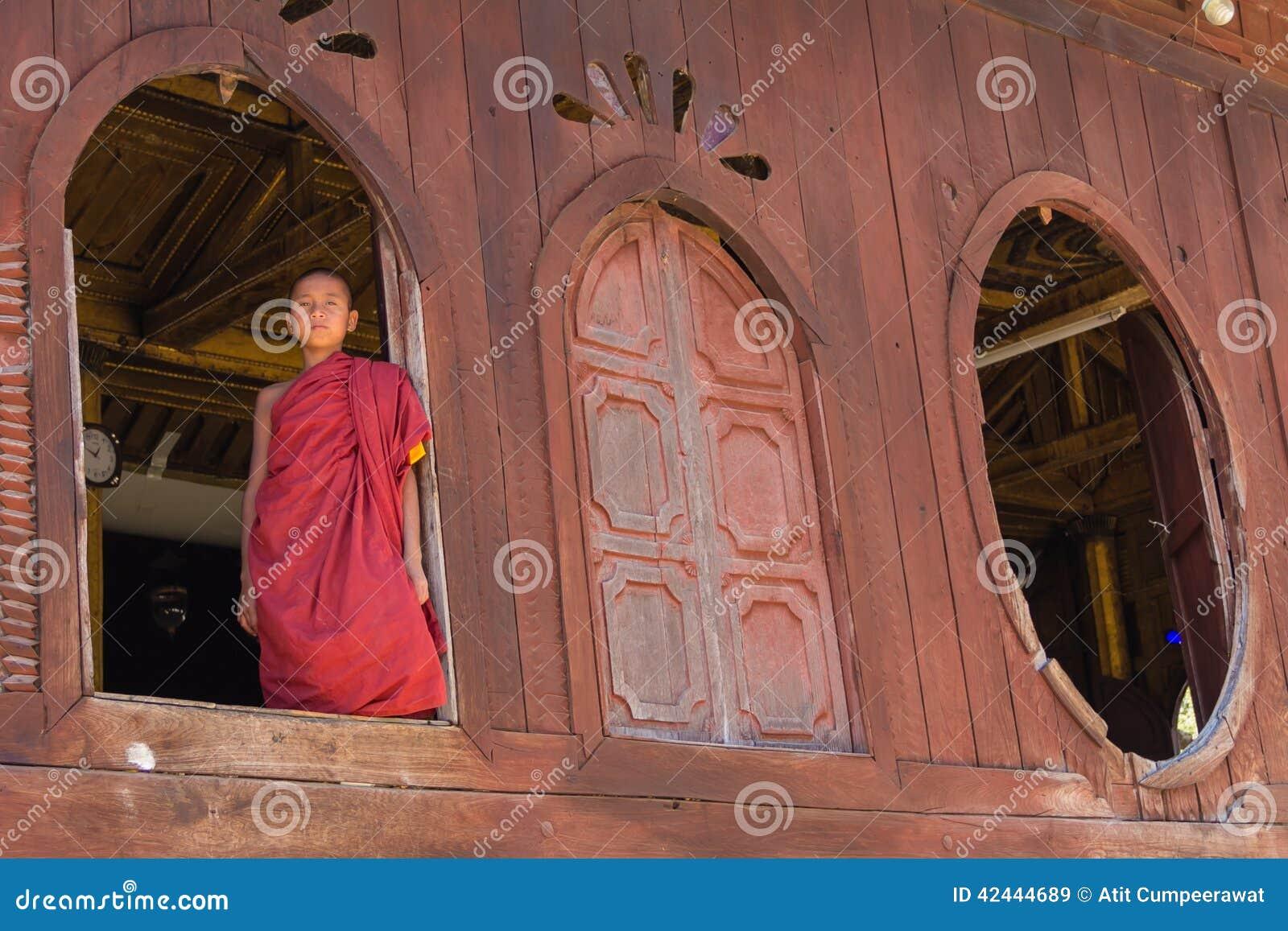 Pequeño novato, Shwe Yan Pyay Monastery, Nyaung Shwe en Myanm