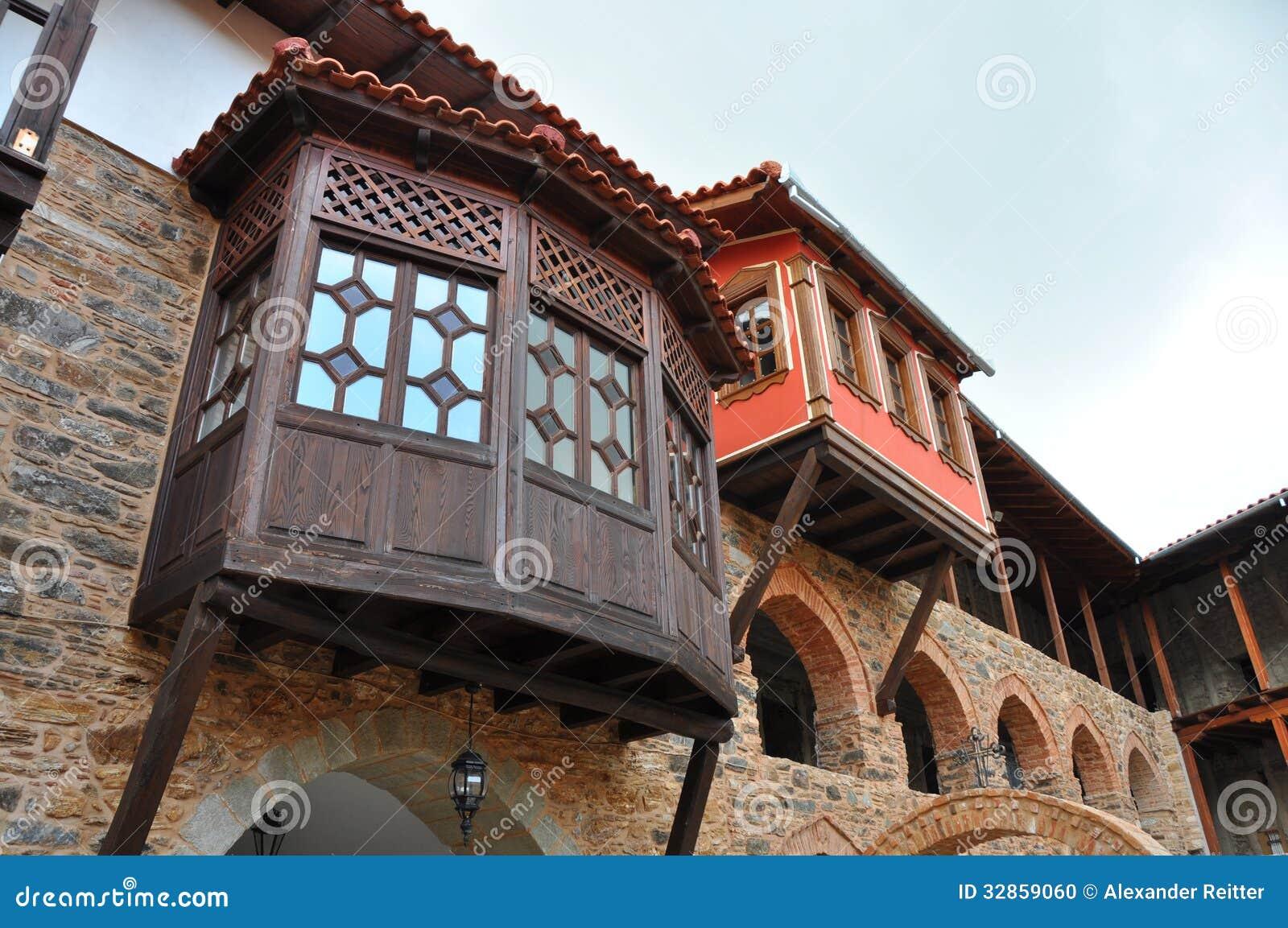 Peque os balcones de madera foto de archivo imagen 32859060 - Balcones de madera ...