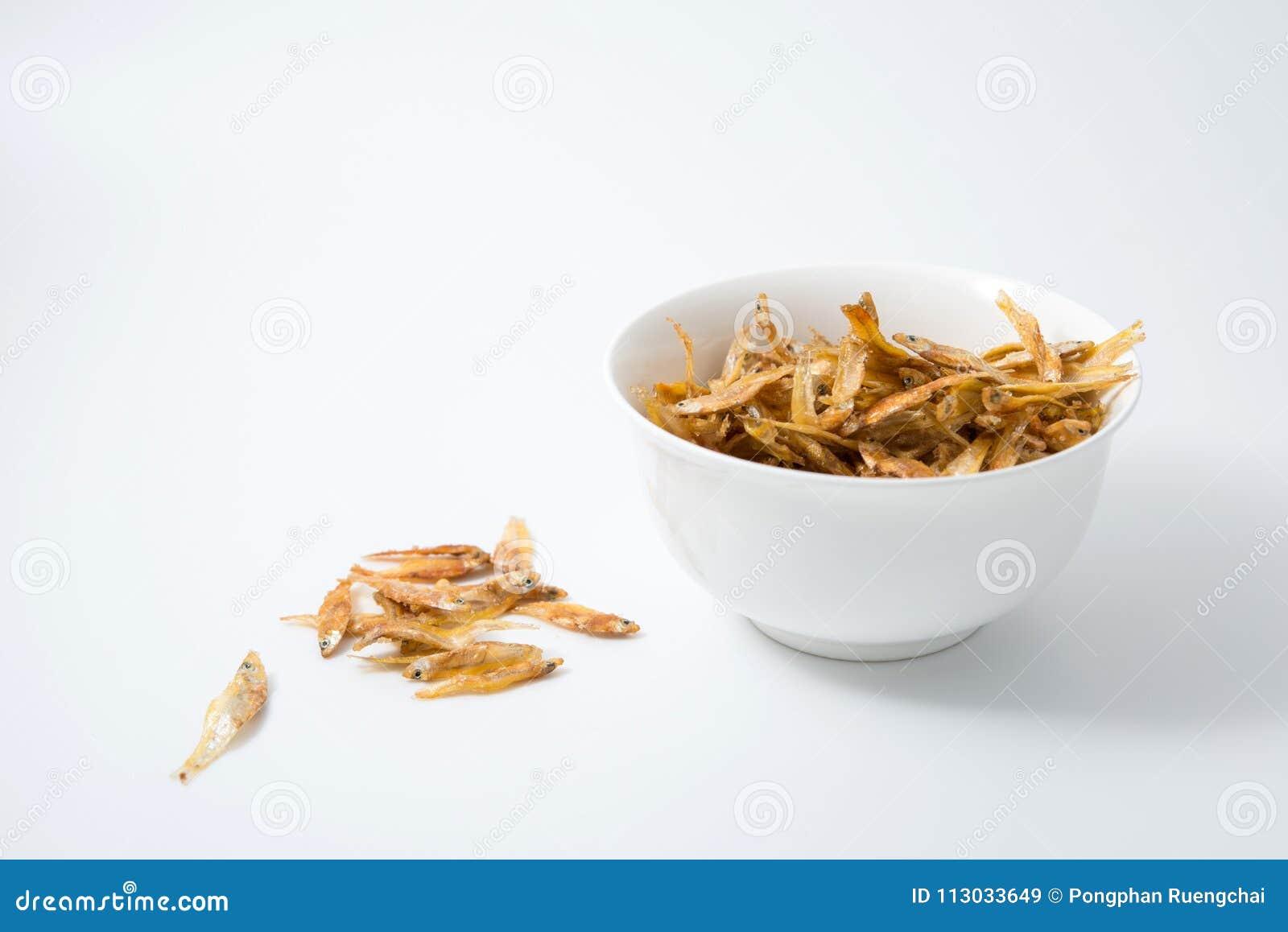 Pequeños pescados fritos