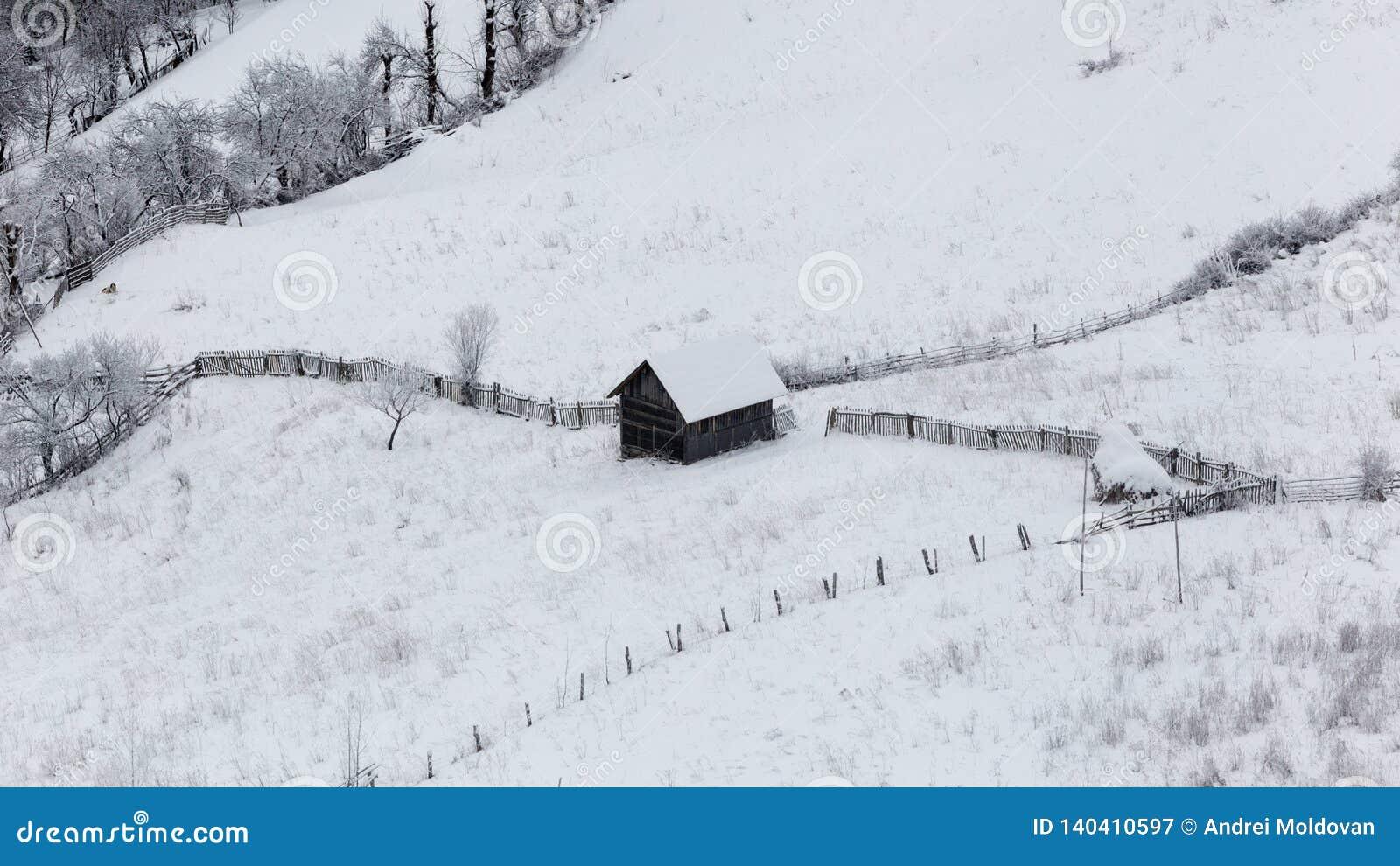 Pequeños pueblos aislados en Rumania durante invierno
