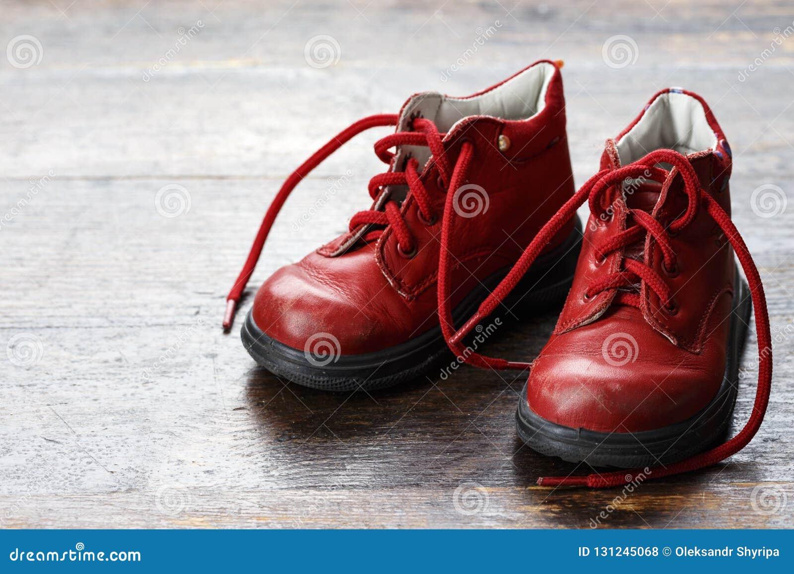 Pequeños zapatos de bebé