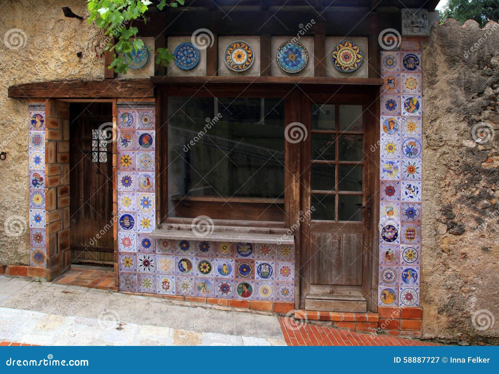 Peque a casa del vintage con la decoraci n de la teja de - La casa vintage ...