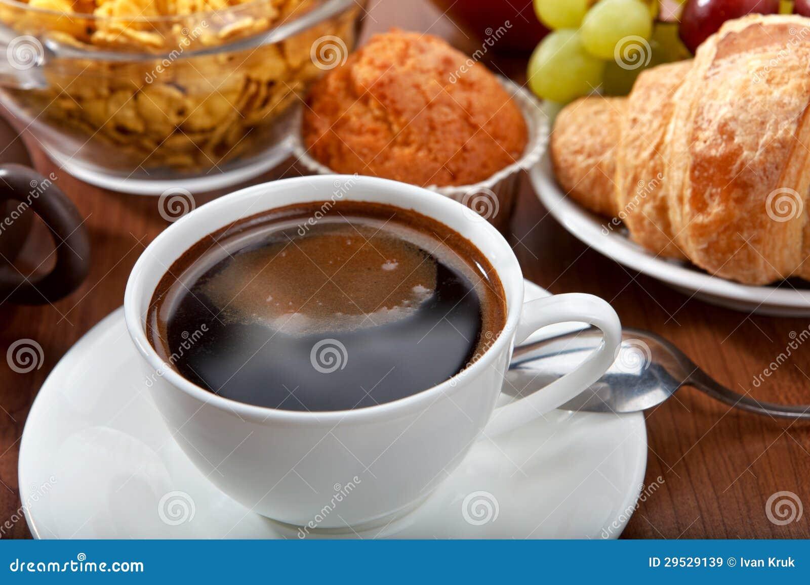 Pequeno almoço com café