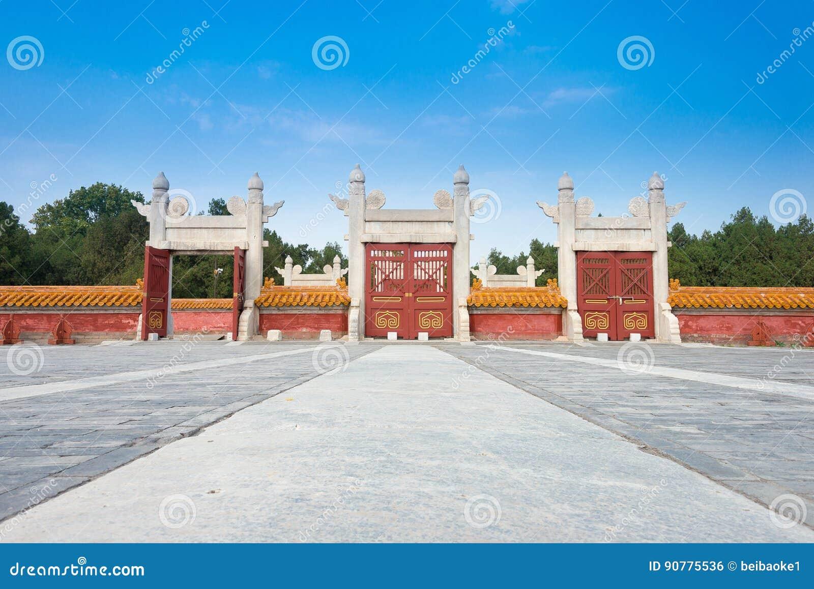 PEQUIM, CHINA - 18 de outubro de 2015: Telhado no templo da terra (Ditan) A