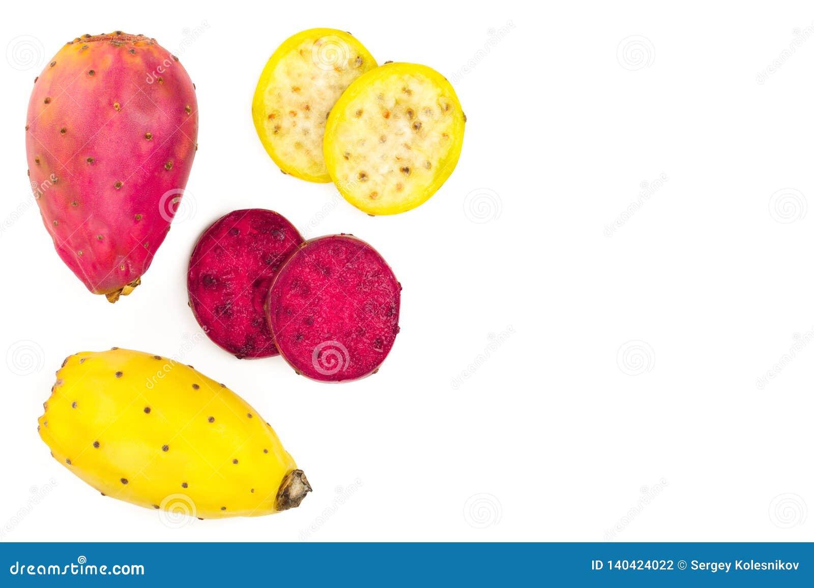 Pera espinhosa amarela ou opuntia da extremidade vermelha isolada em um fundo branco com espaço da cópia para seu texto Vista sup