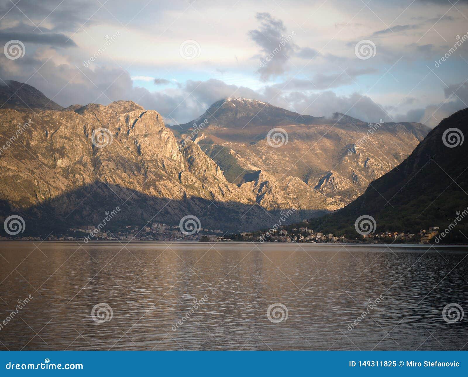 Perast是科托尔湾的一个老镇在黑山 它位于在科托尔西北部的一些公里