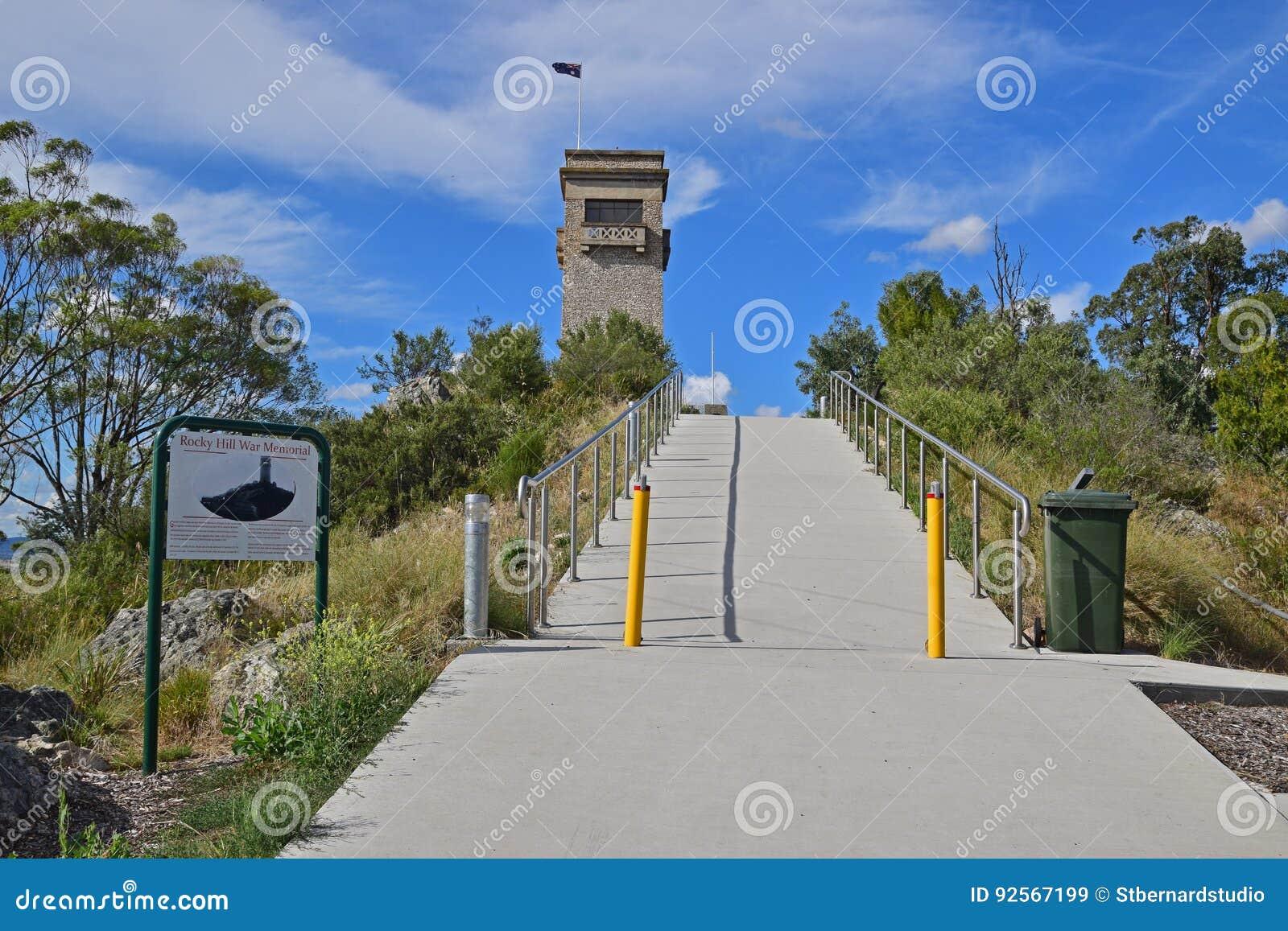 Percorso di camminata fino al Goulburn Rocky Hill War Memorial e museo