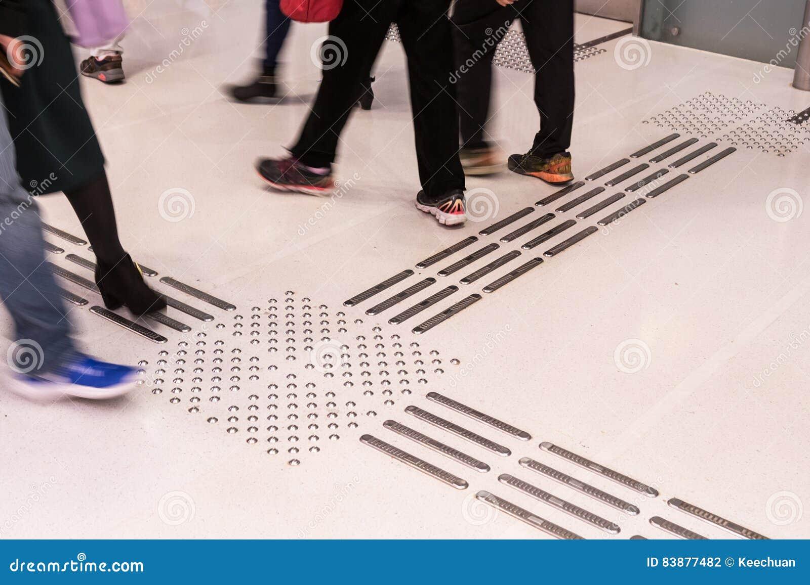 Percorso di pavimentazione tattile dell interno del piede per i ciechi