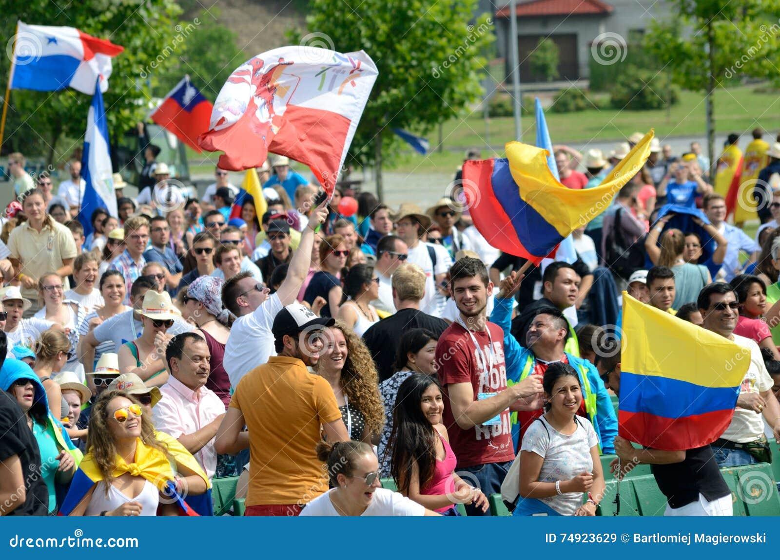 Peregrinos con las banderas, día de juventud de mundo 2016