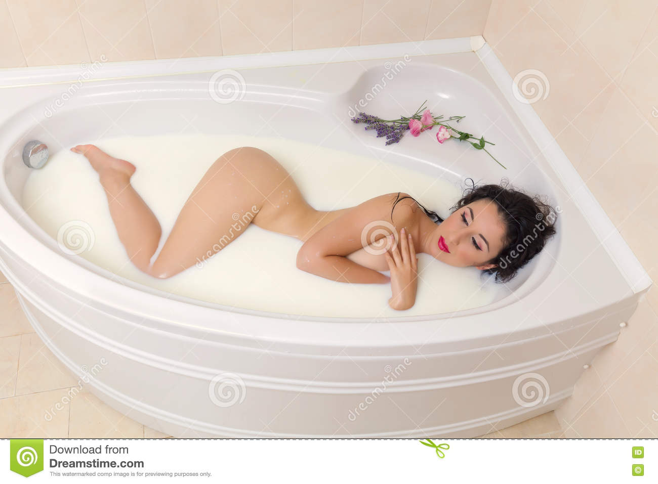 Criticism woman naked young bathtub are not