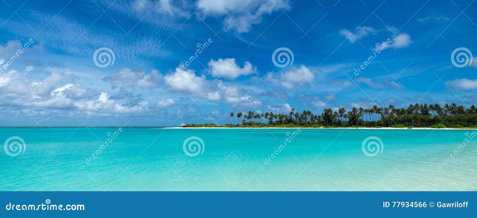 Perfect tropikalna wyspa raju plaża Maldives, panorama format