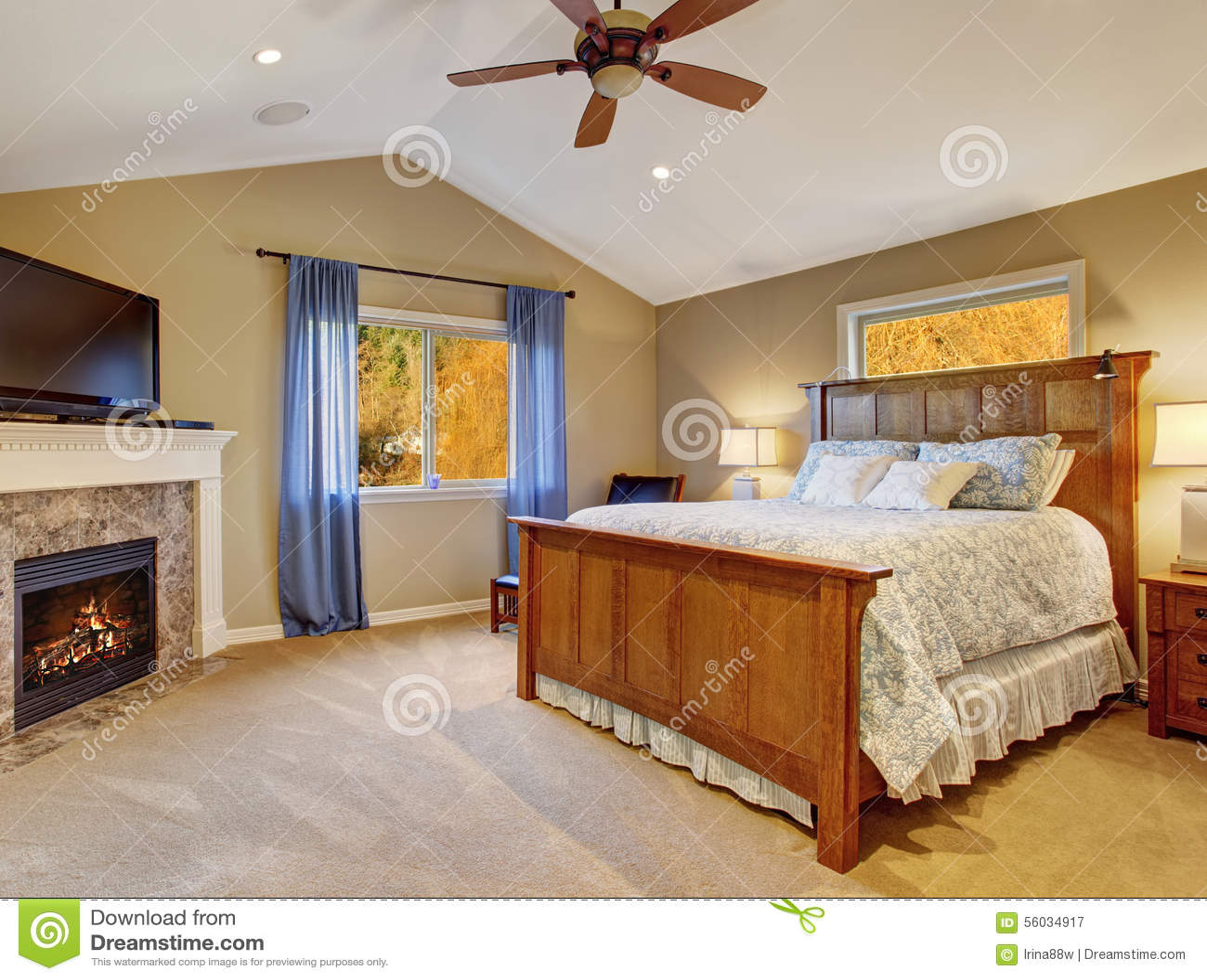 perfecte slaapkamer met grote bed en tv