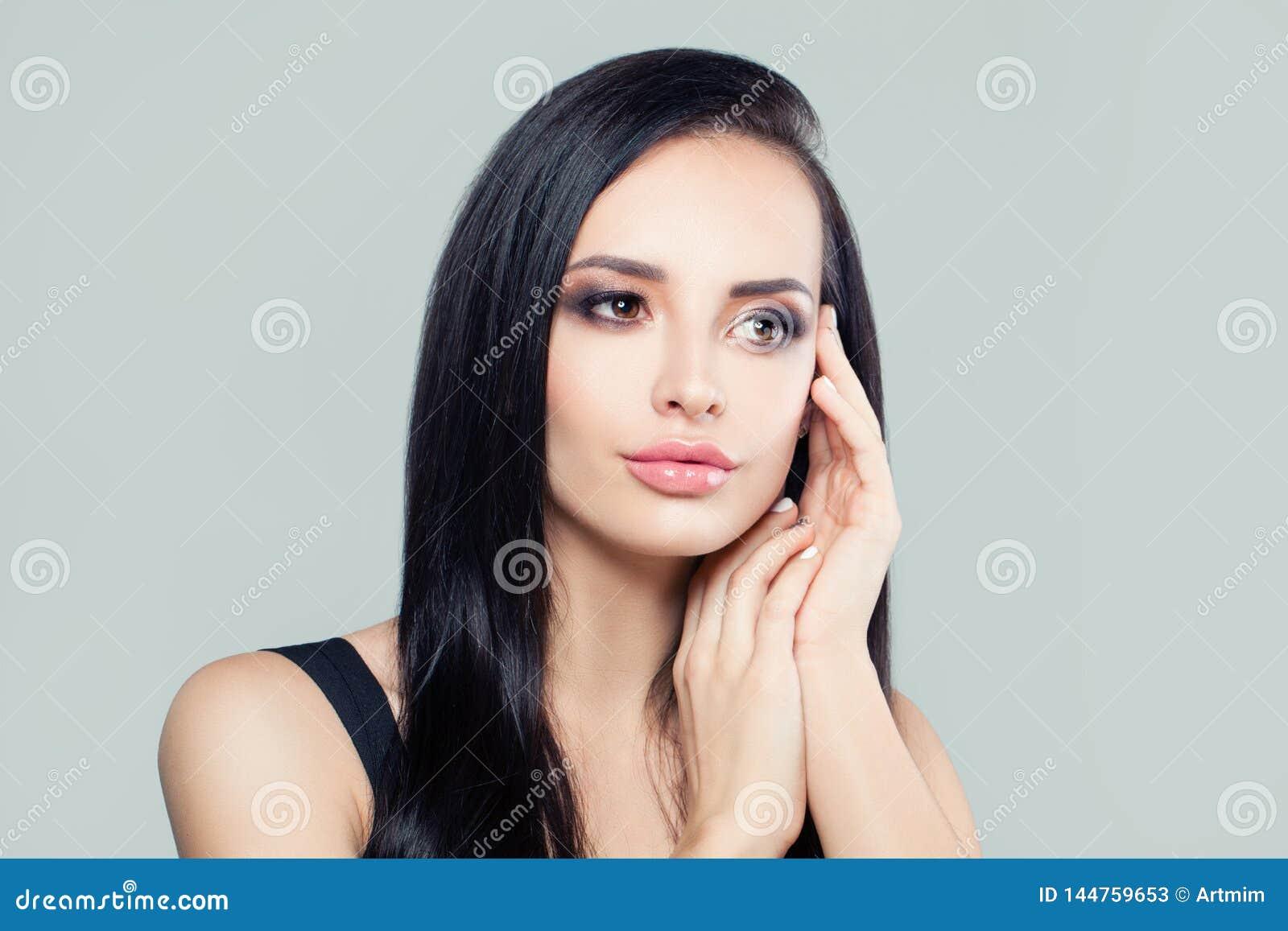 Perfekter junge Frau Brunette Attraktives weibliches Gesicht, Portr?t