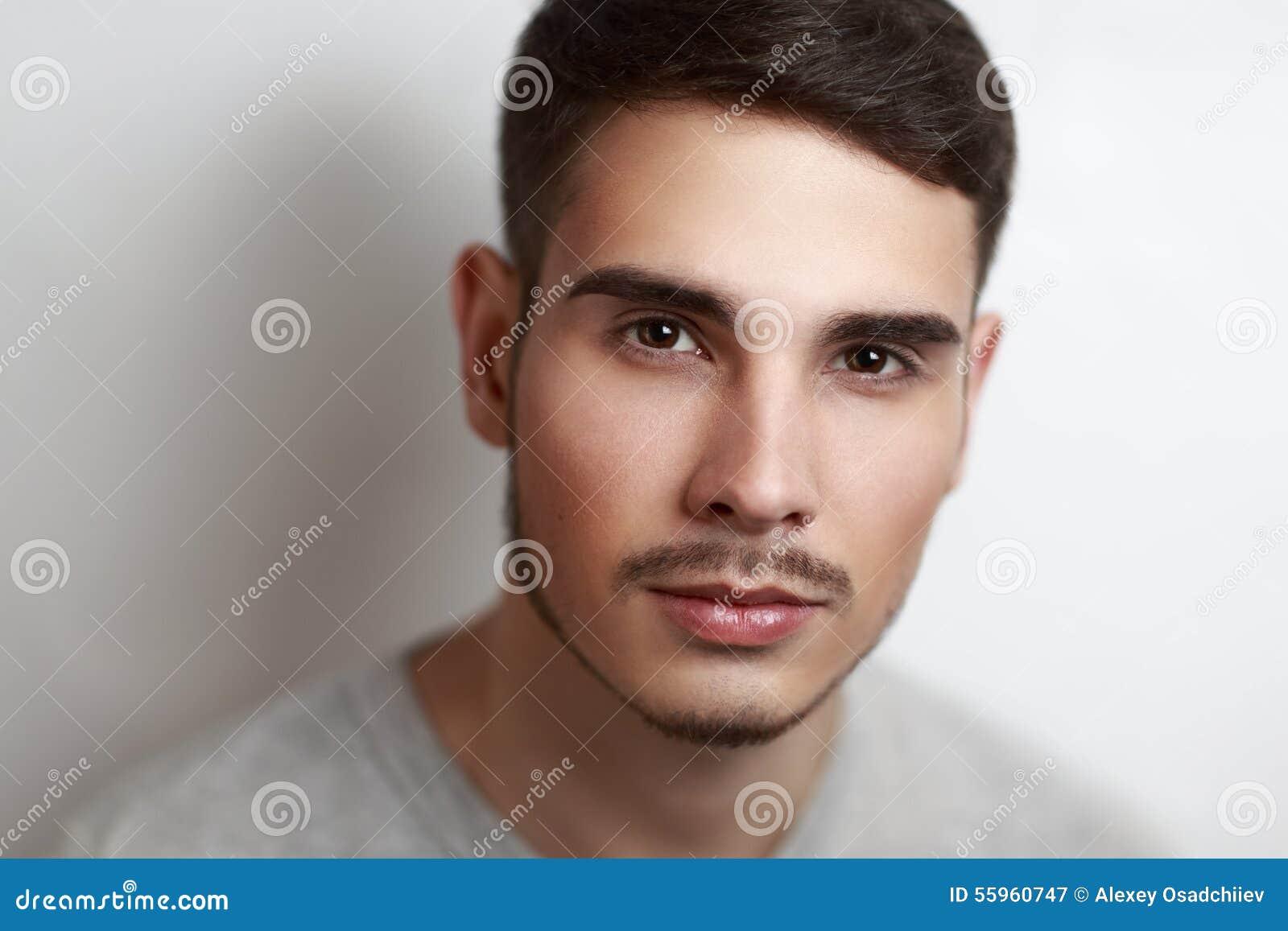 Perfekter Mann stockbild. Bild von gesicht, chic, augen