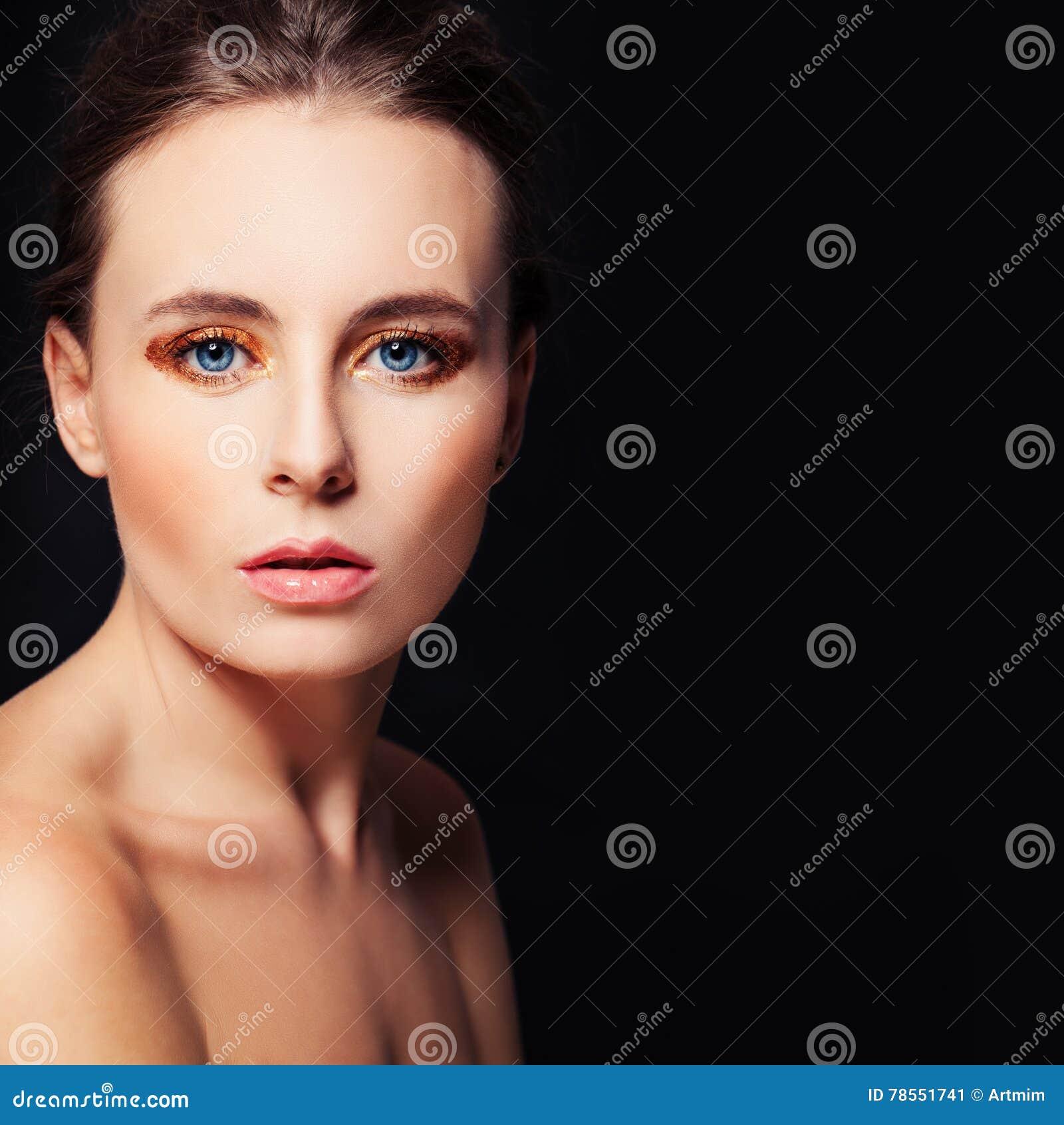 Perfektes Gesicht Auf Schwarzem Hintergrund Schöne Frau Stockbild
