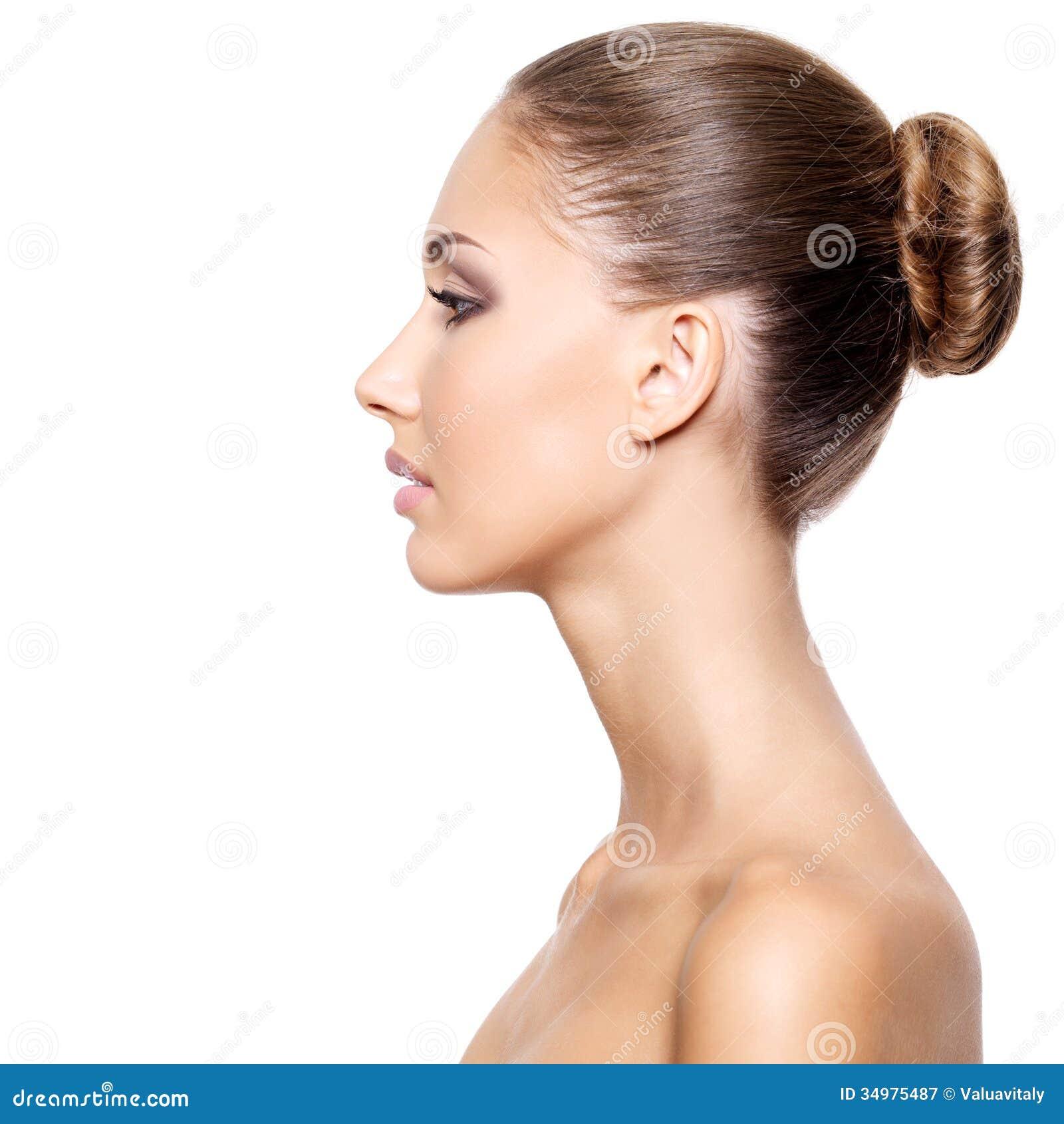 perfil-de-uma-mulher-bonita-com-pele-limpa-fresca-34975487.jpg