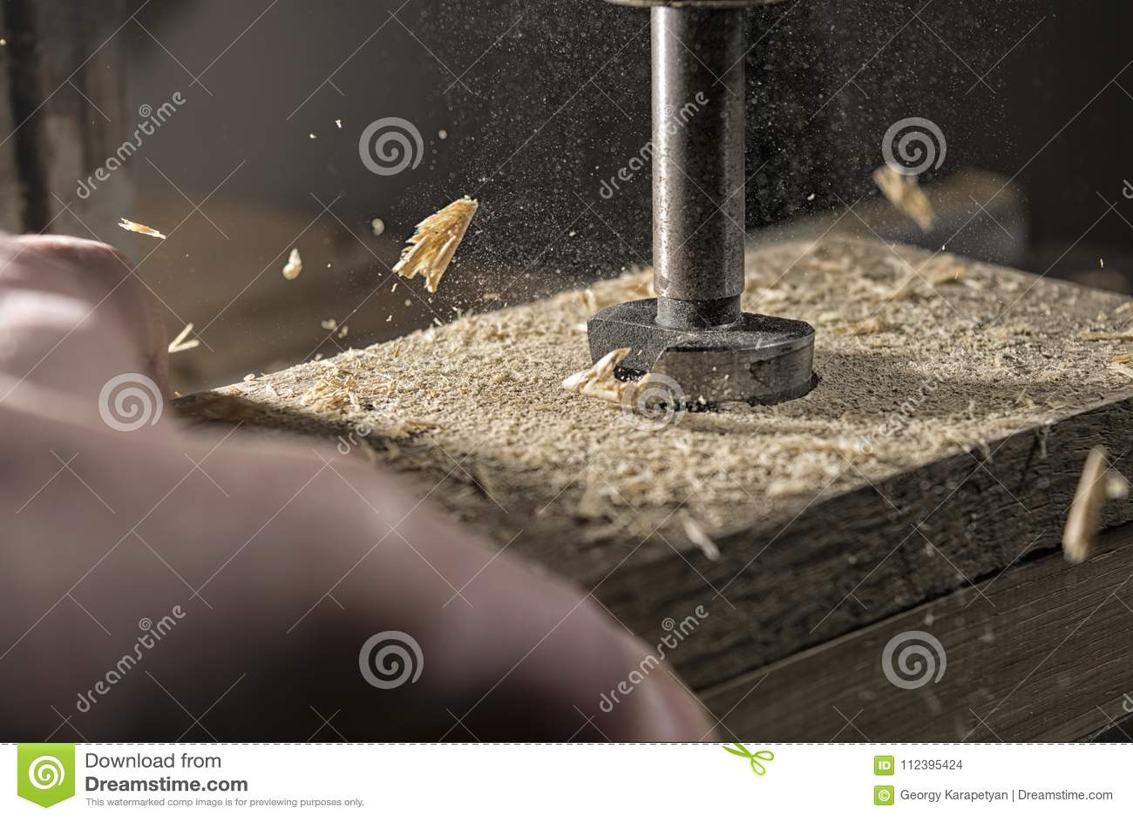 Perforazione del legno di quercia