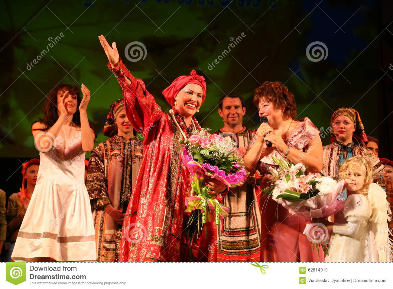 a review of the performance by the russian folk music group