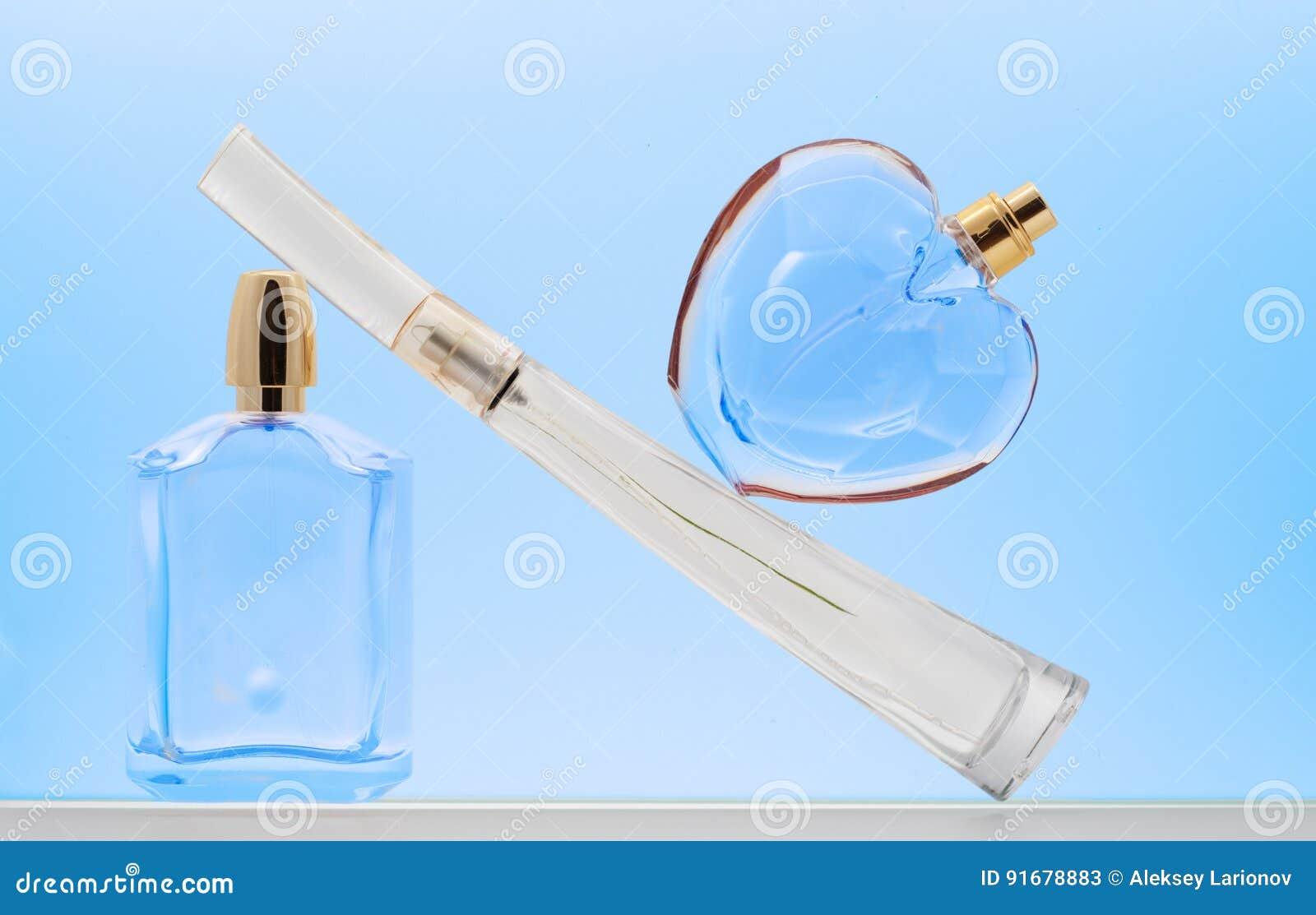 Perfuma productos en tonos azules