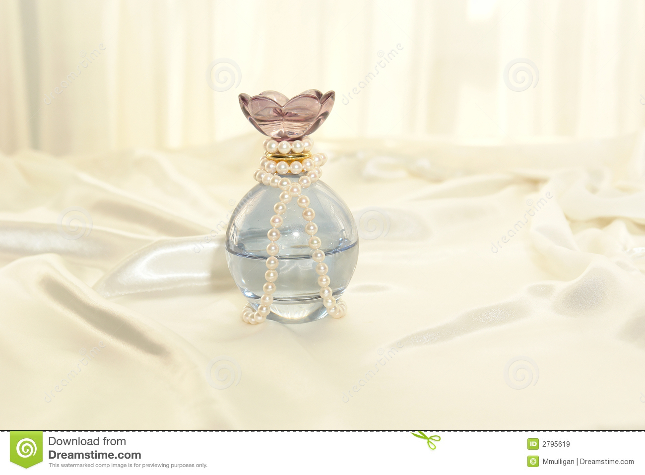 Perfume And Pearls Royalty Free Stock Images - Image: 2795619