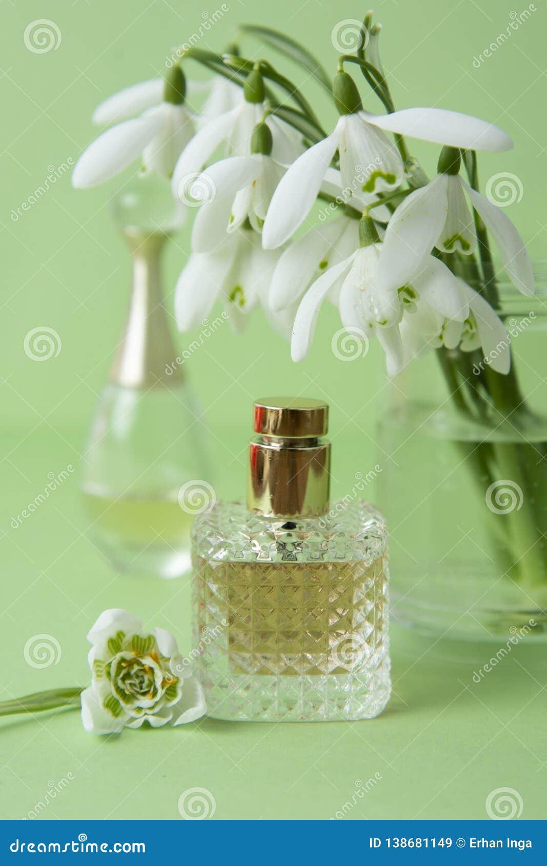 Perfume y snowdrop Fragancia de la primavera Belleza y cosméticos
