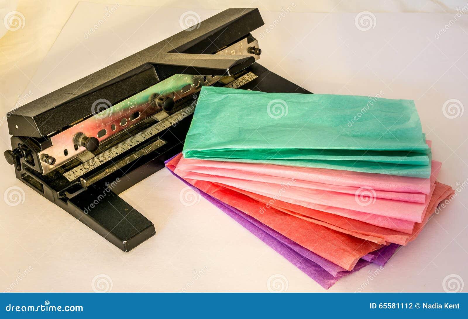 Perfurador de papel no escritório