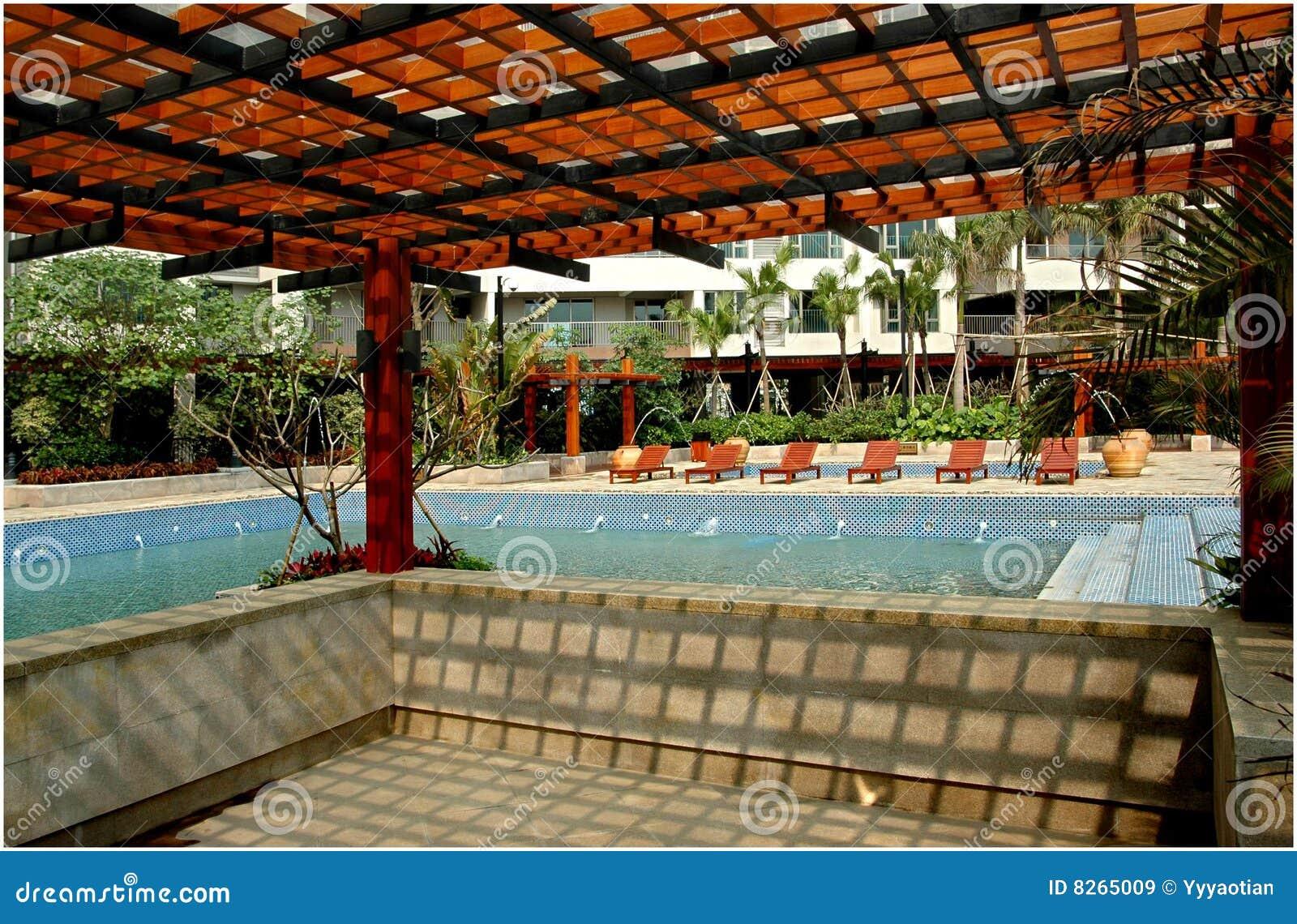 Pergola e piscina imagens de stock royalty free imagem for Pergolas para piscinas