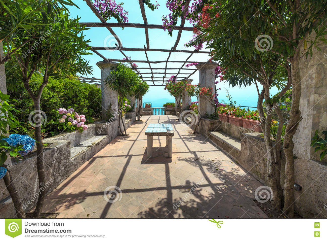 pergola sur la terrasse la mer m diterran e photo stock image 82035660. Black Bedroom Furniture Sets. Home Design Ideas
