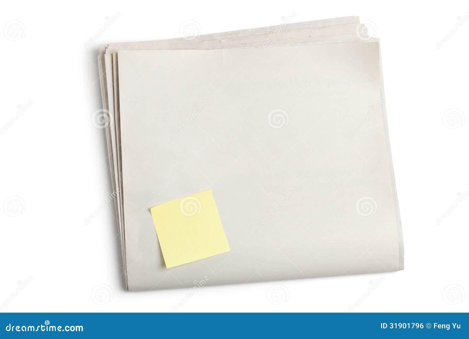 Periódico en blanco y nota pegajosa