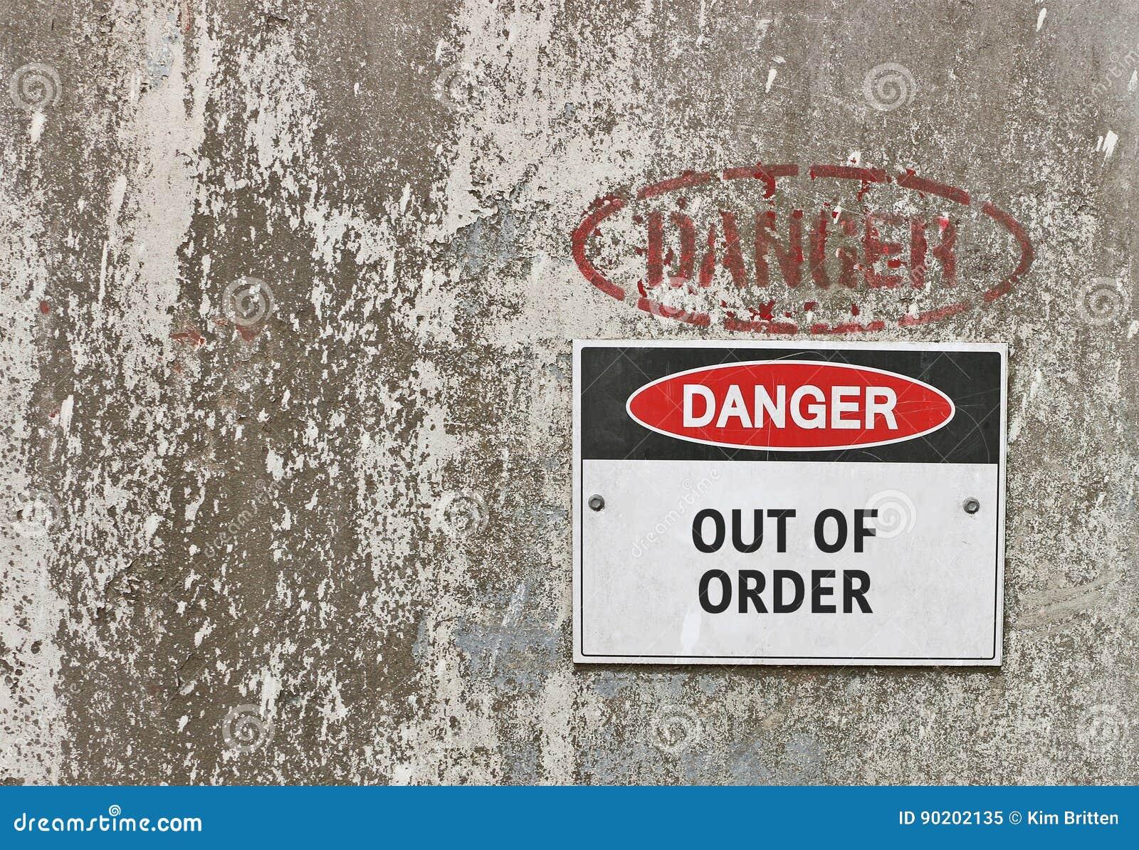 Perigo vermelho, preto e branco, sinal de aviso avariado