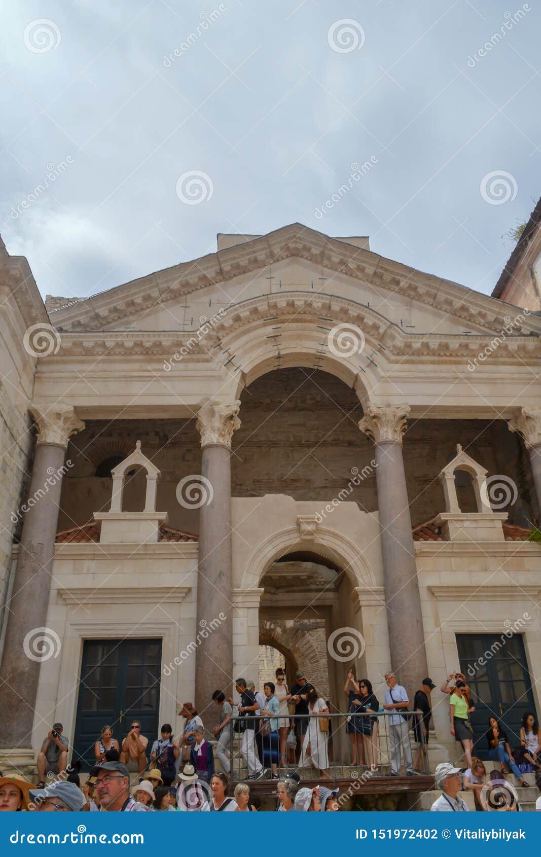 Peristil del palacio de Diocletian en fractura el 15 de junio de 2019 Algunos episods del juego de tronos filmaron t
