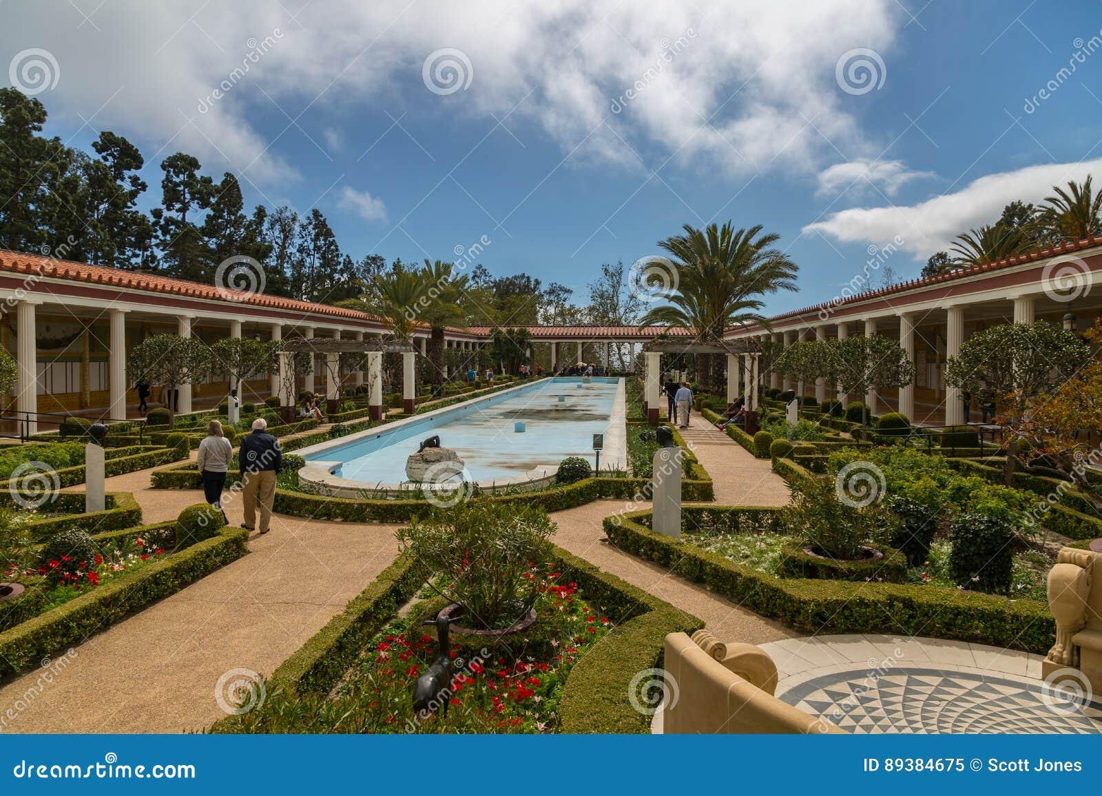 Peristylträdgård