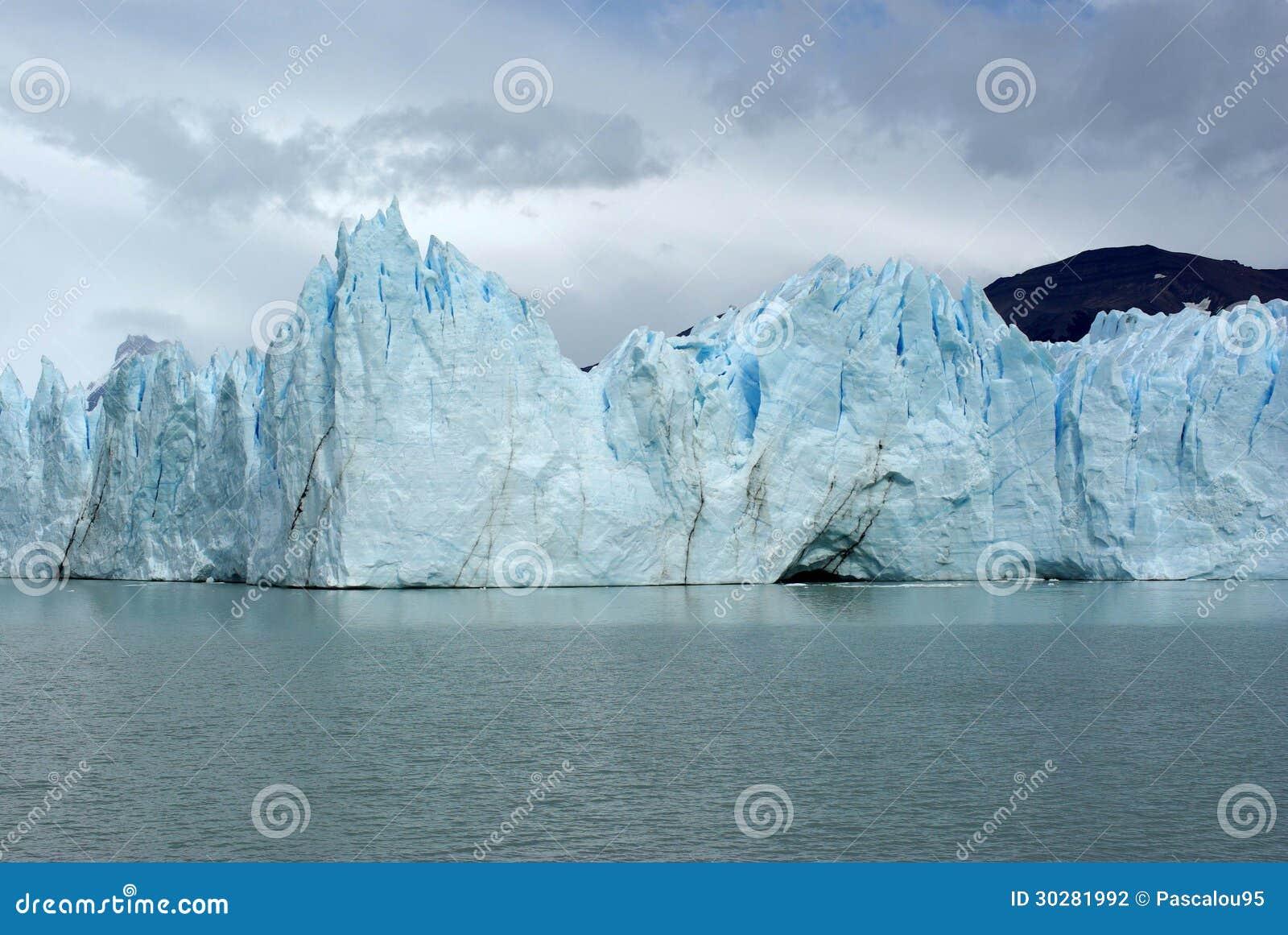 Perito莫尔诺冰川