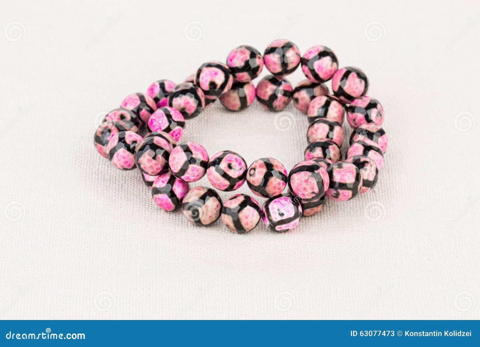 Download Perle des bijoux image stock. Image du beads, coloré - 63077473