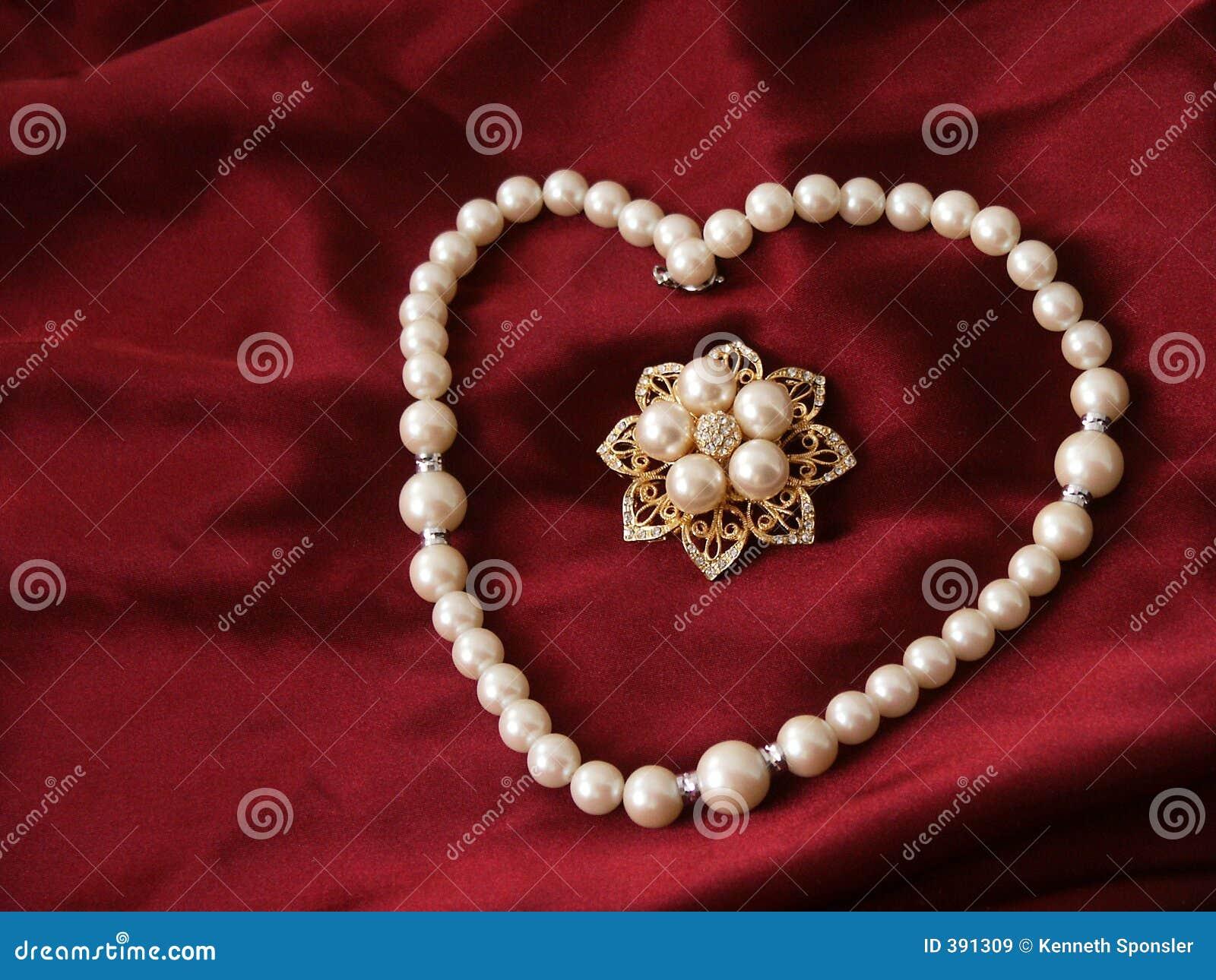 Perle e brooch