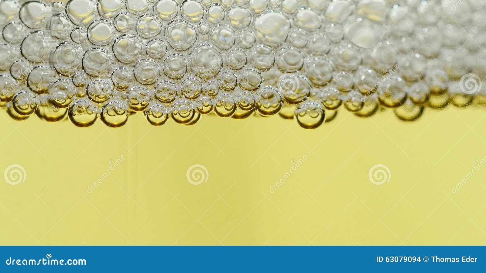 Download Perles En Cristal De Panorama De Champagne Photo stock - Image du dîner, verrerie: 63079094