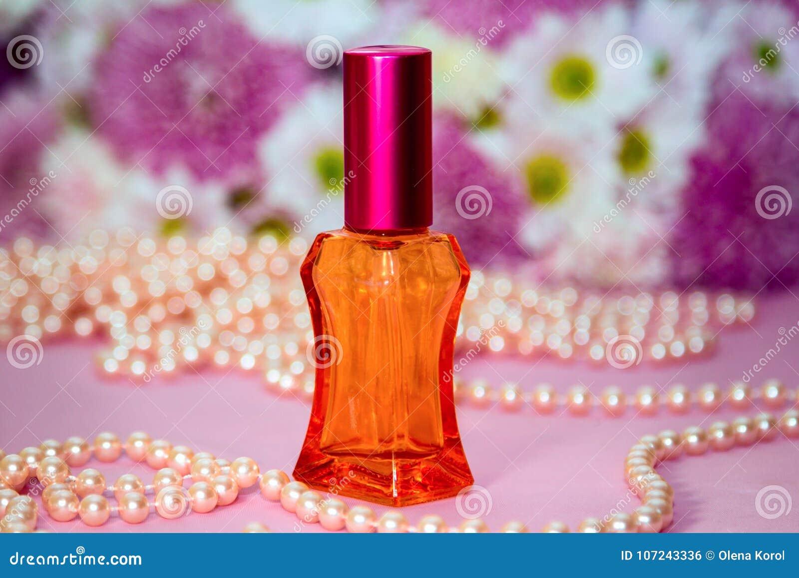 Perles en verre rouges de bouteille et de perle de parfum