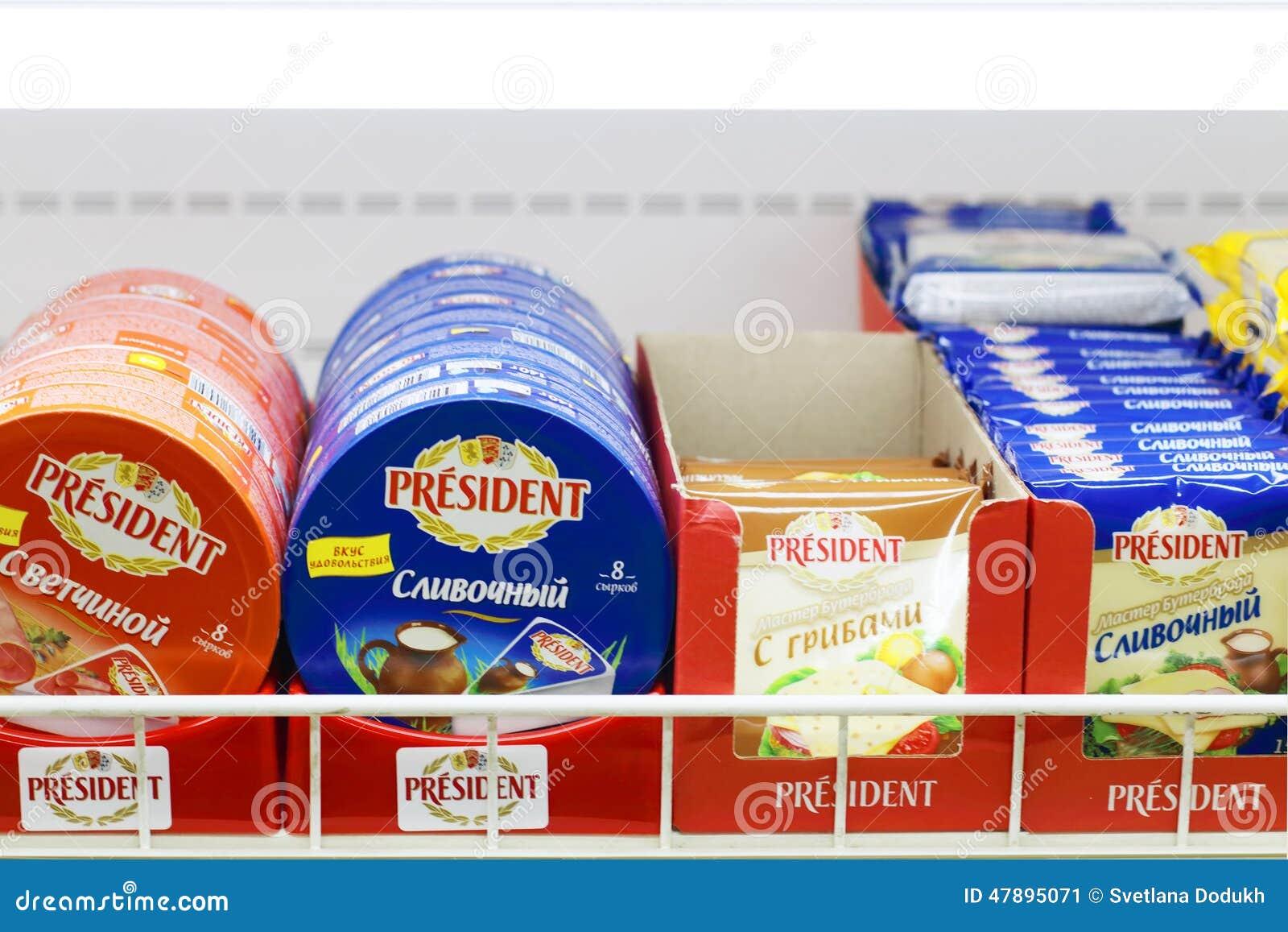 PERM, RUSSIE - 18 AOÛT 2014 : Différentes variétés de fromage