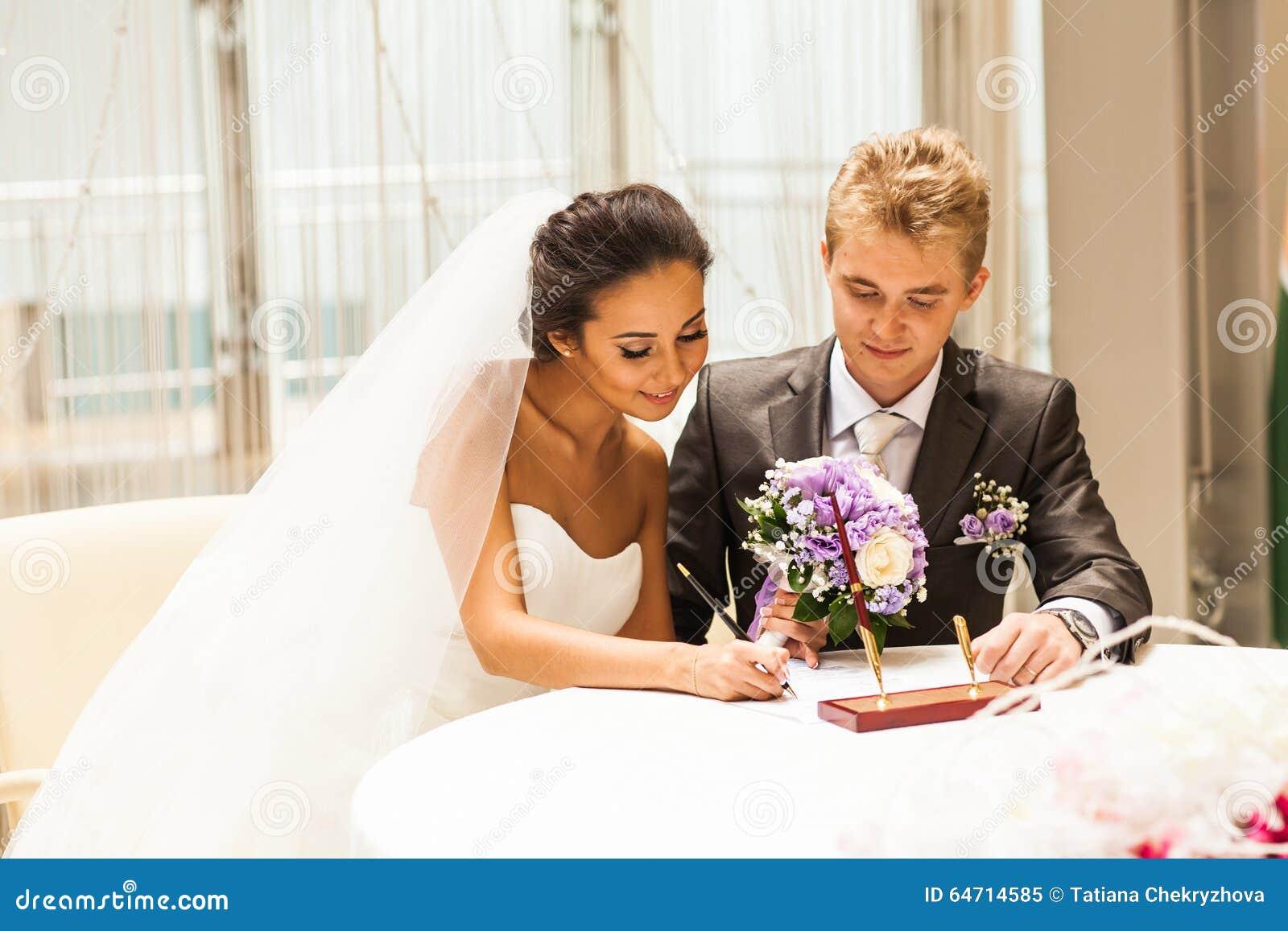 Permiso de matrimonio de firma de la novia o contrato que se casa