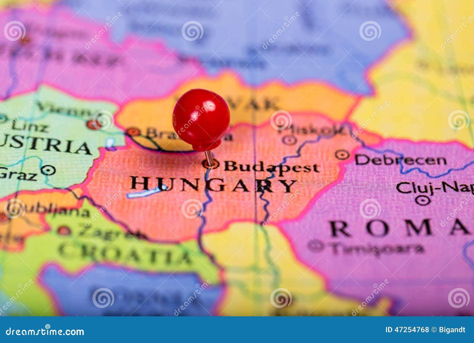 Perno rosso di spinta sulla mappa dell 39 ungheria fotografia - Mappa di ungheria ed europa ...