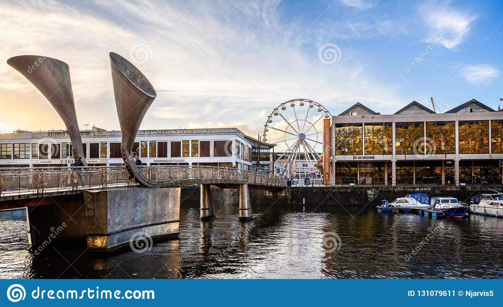 https://thumbs.dreamstime.com/z/pero-s-pedestrian-bridge-watershed-bristol-viewing-wheel-bristol-avon-uk-pero-s-pedestrian-bridge-131079611.jpg