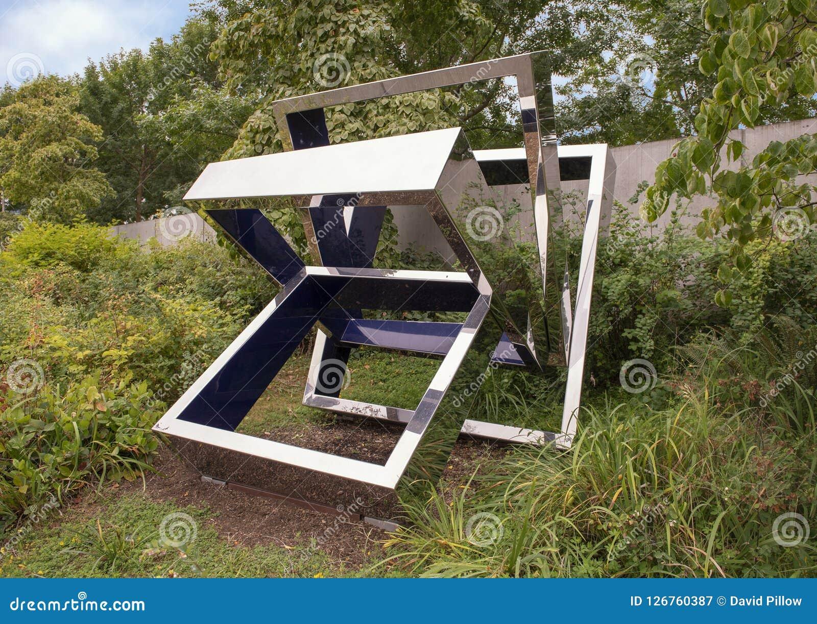Perre ` s Ventaglio III door Beverly Pepper, Olympisch Beeldhouwwerkpark, Seattle, Washington, Verenigde Staten