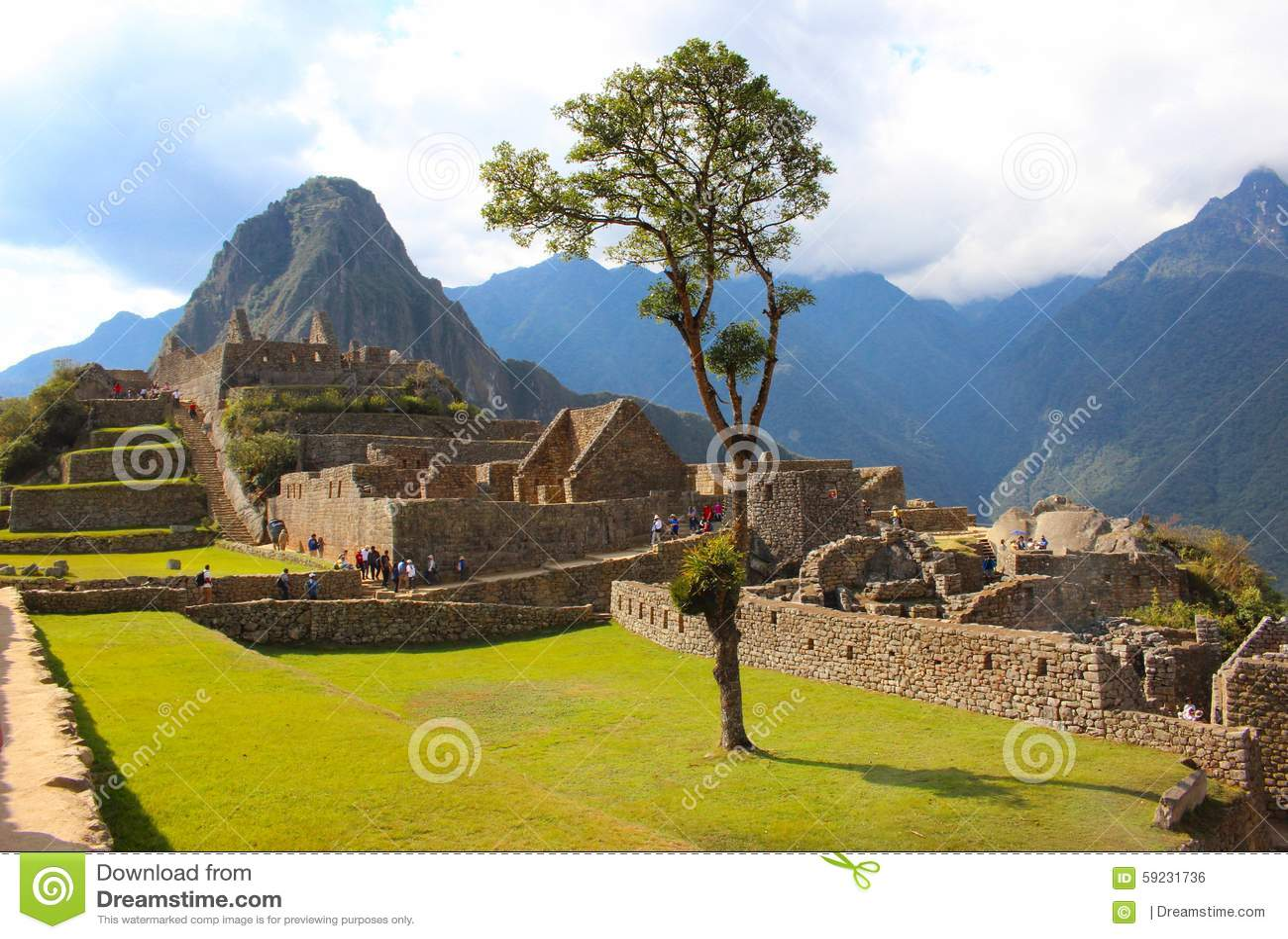 Download Perro foto editorial. Imagen de paisaje, cielo, aldea - 59231736