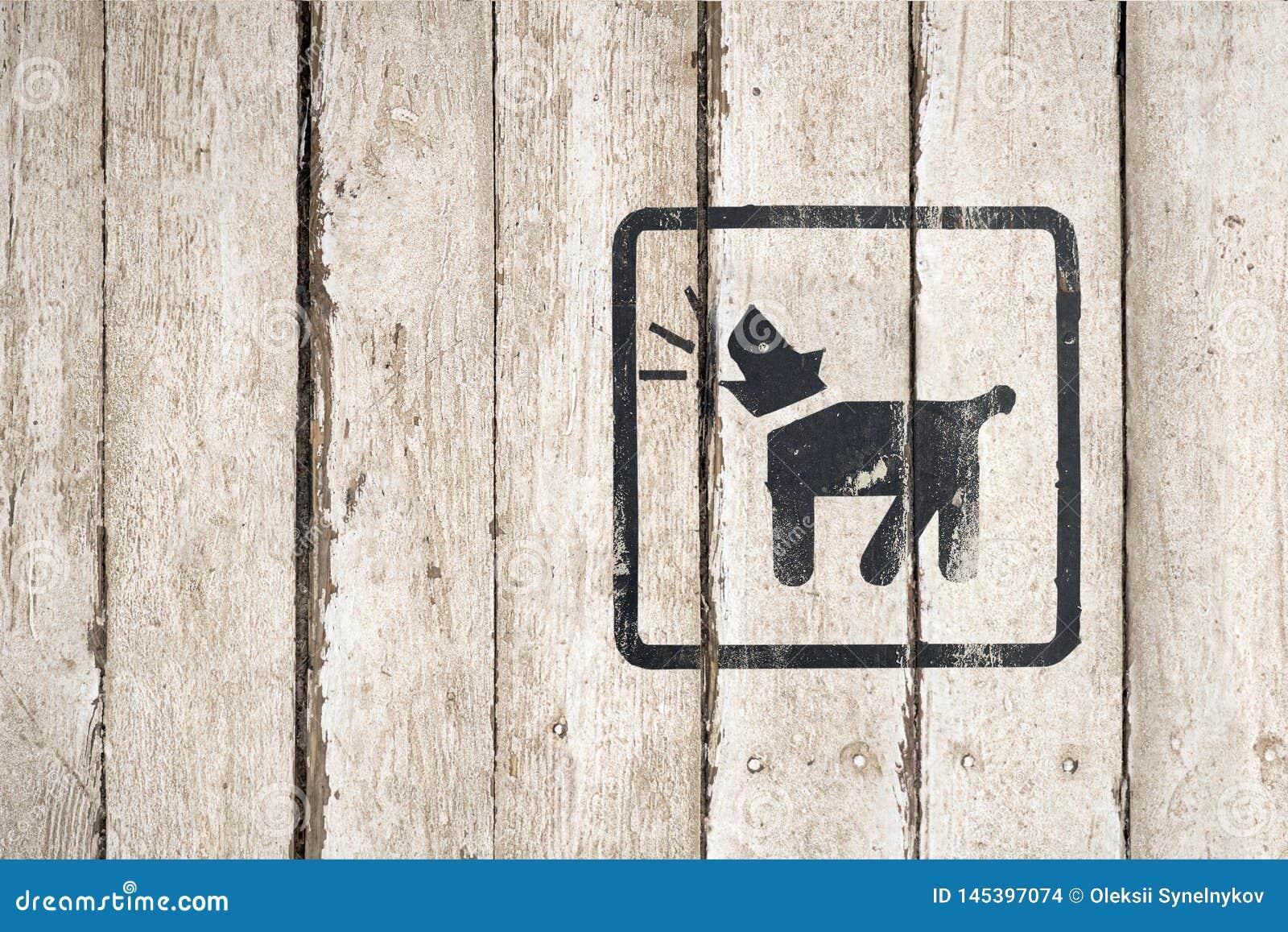 Perro guardi?n dentro del icono Parte de una serie Icono del descortezamiento del perro Imagen del bot?n en fondo de madera Icono