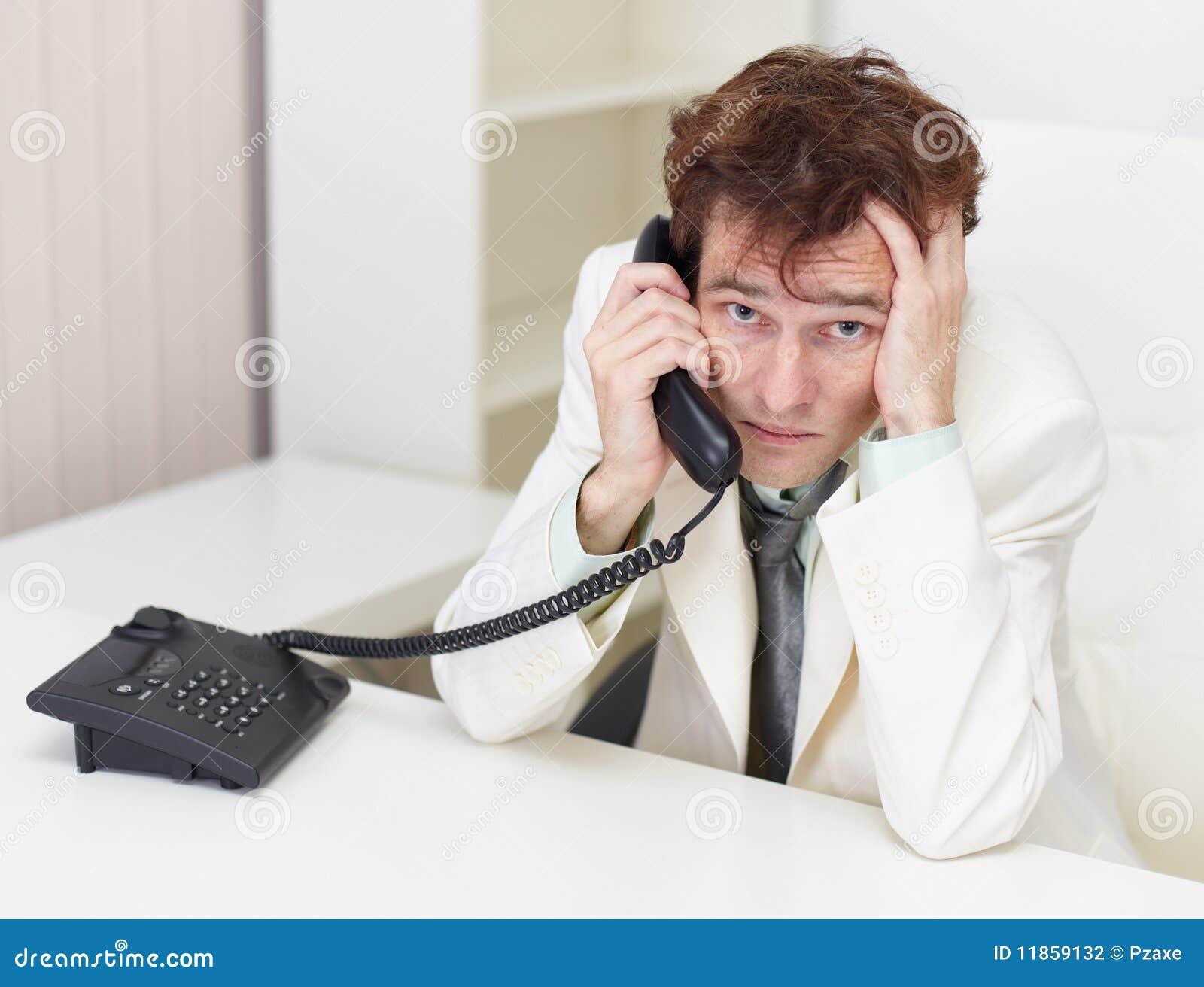 Разговаривает с мужем по телефону 3 фотография