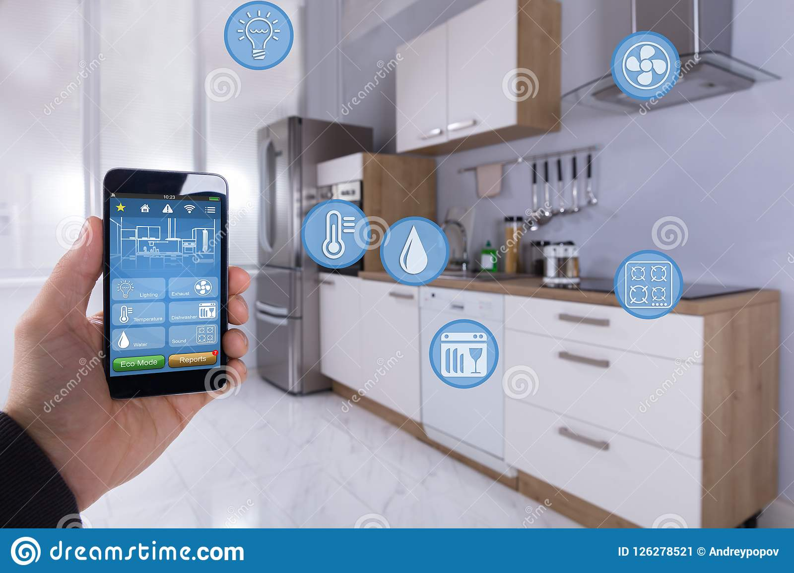 Person Using Smart Home Application op Smartphone
