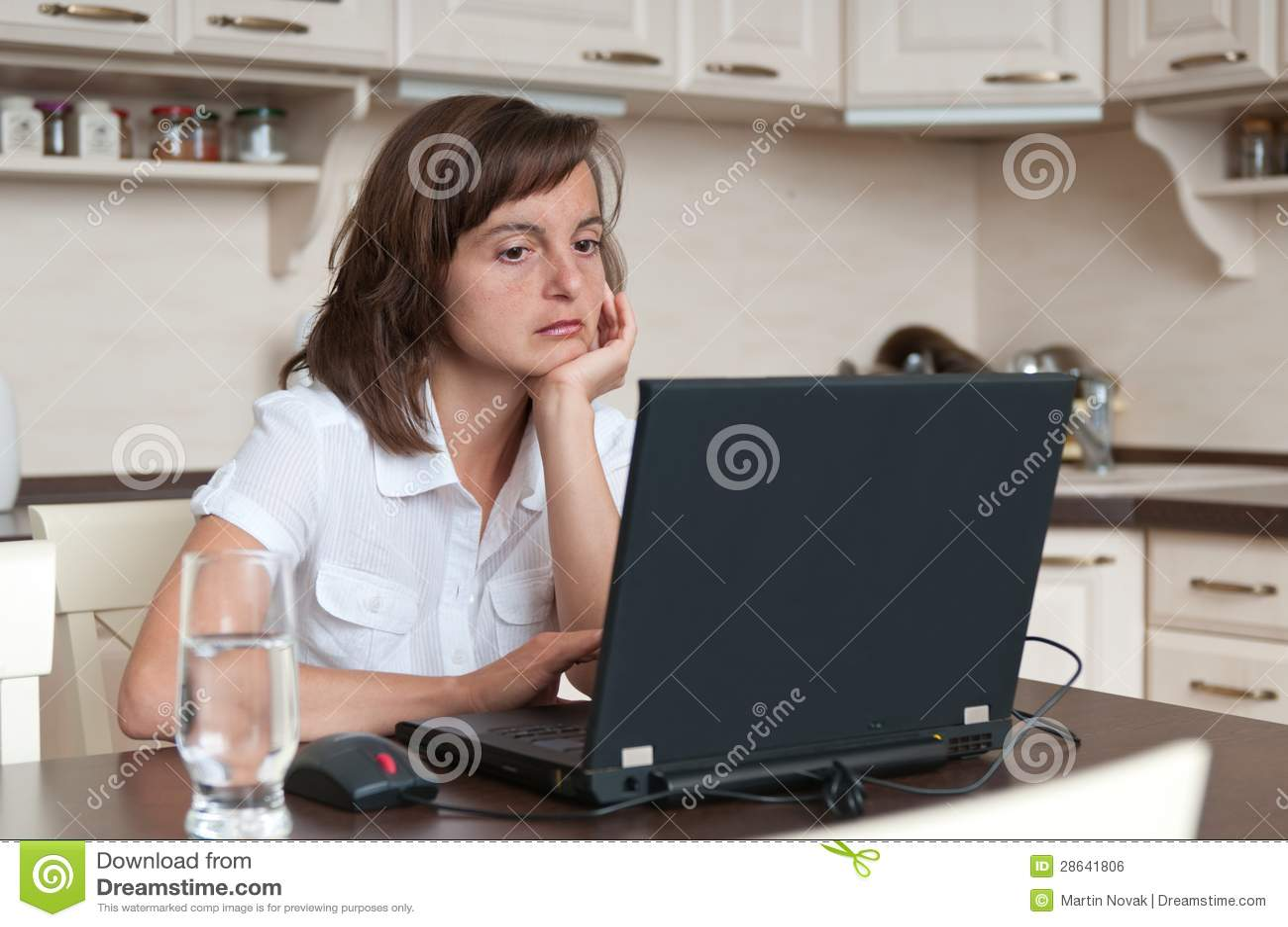 Persona aburrida y cansada del asunto que trabaja en casa imagen de archivo libre de regal as - Trabaja en casa ...