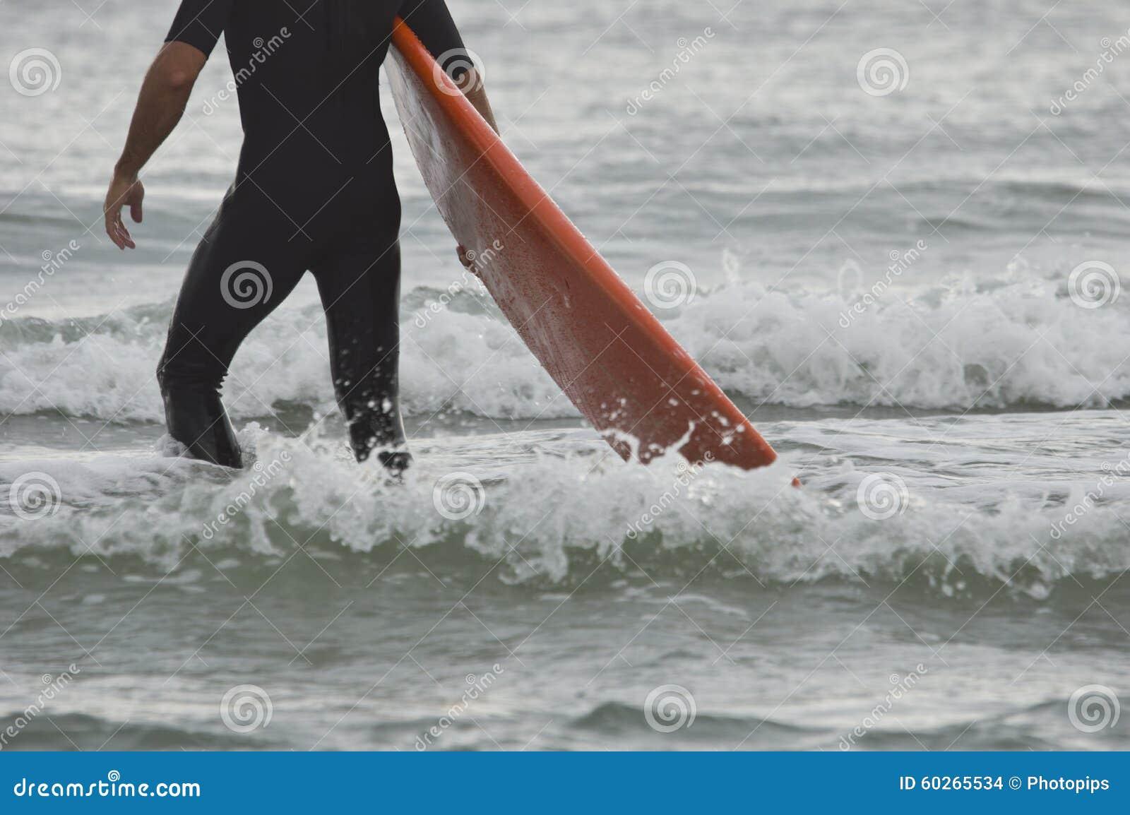 Persona que practica surf